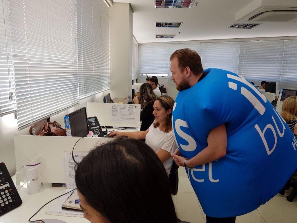 Cassio Amadigi confere as ferramentas online que facilitam reservas e informações para os agentes de viagem