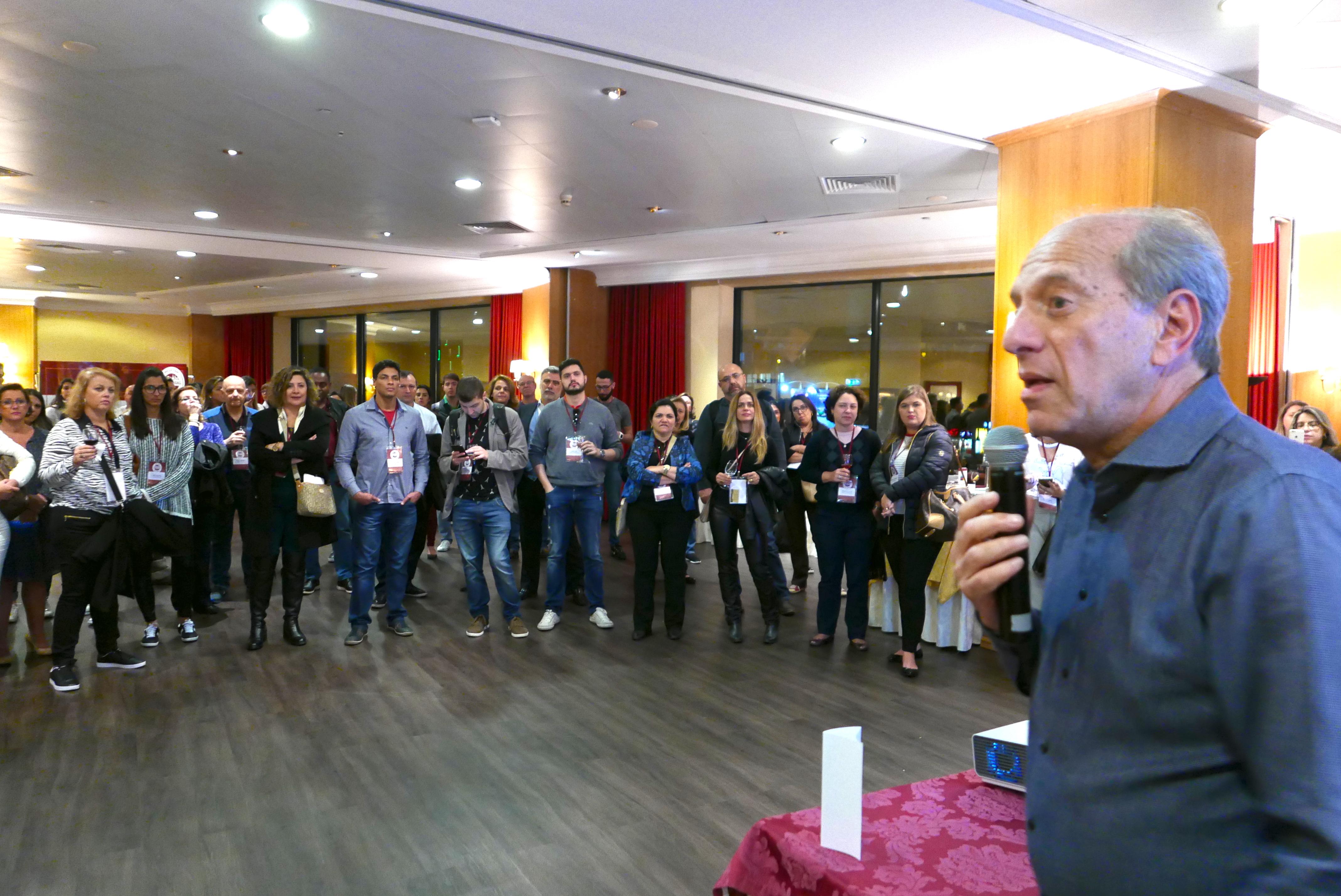 Arnaldo Franken saúda os convidados no coquetel de boas vindas do Megafam MMTGapnet Portugal