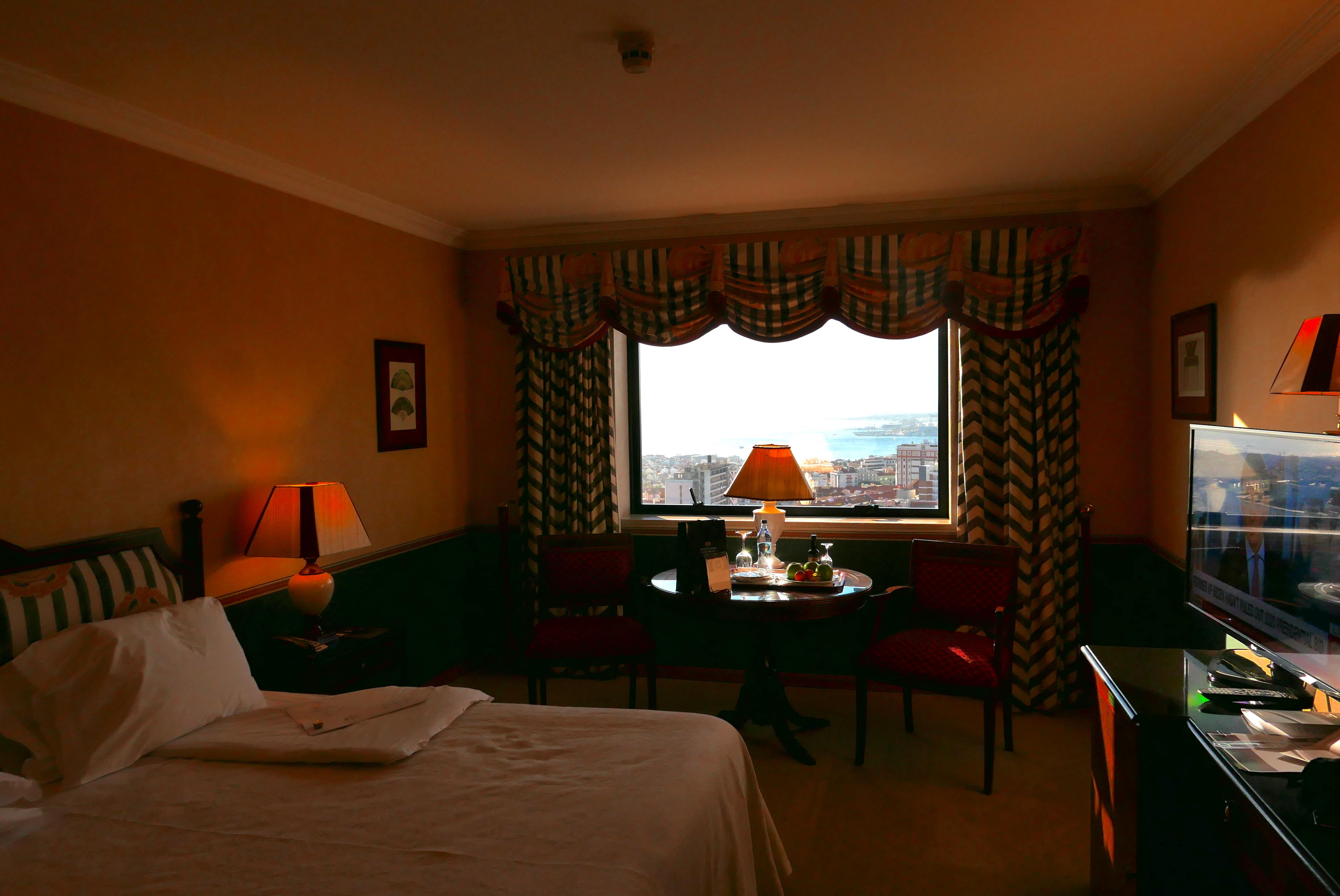 Um dos quartos do hotel D. Pedro, 5 estrelas, um dos mais tradicionais da capital portuguesa