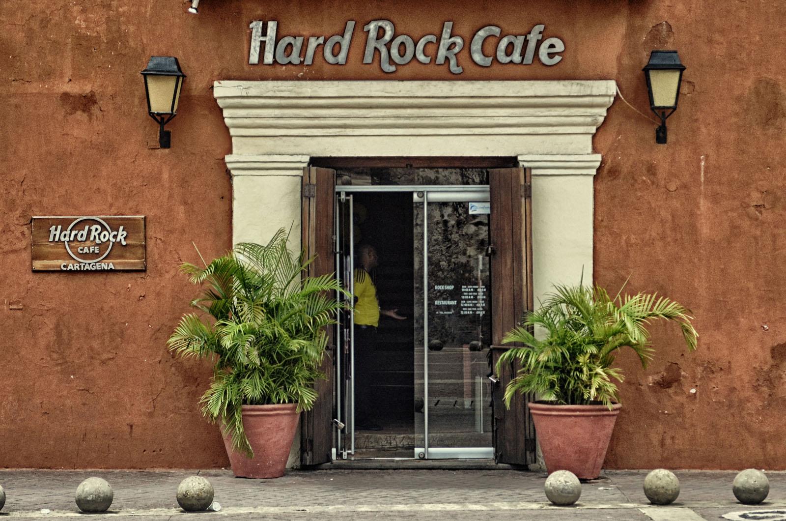 HardRock Café Cartagena entre as Plaza de La Aduana e Plaza de Los Coches