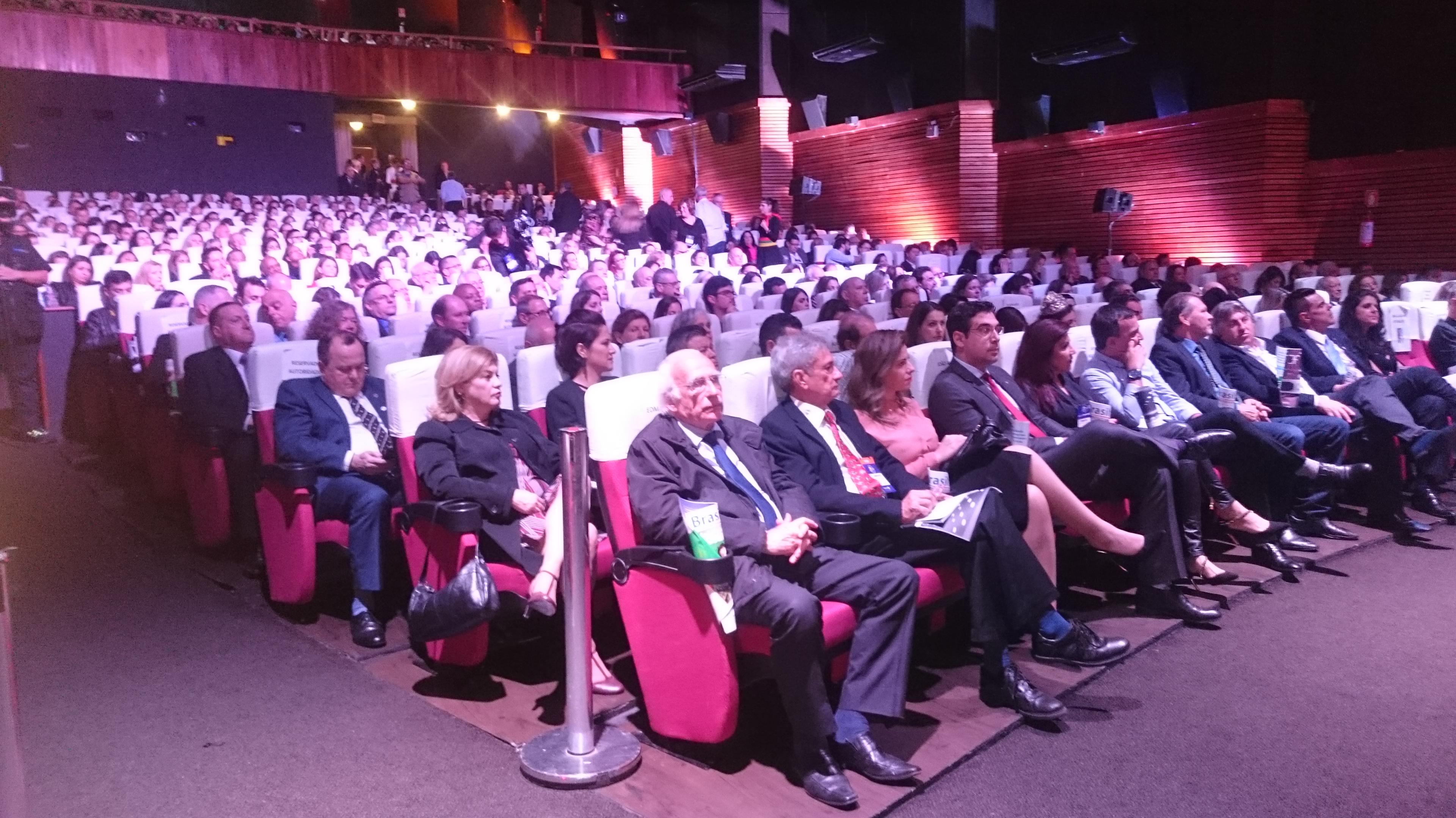 O auditório lotado, do Palácio dos Festivais, mostra a importância da Feira de Turismo de Gramado