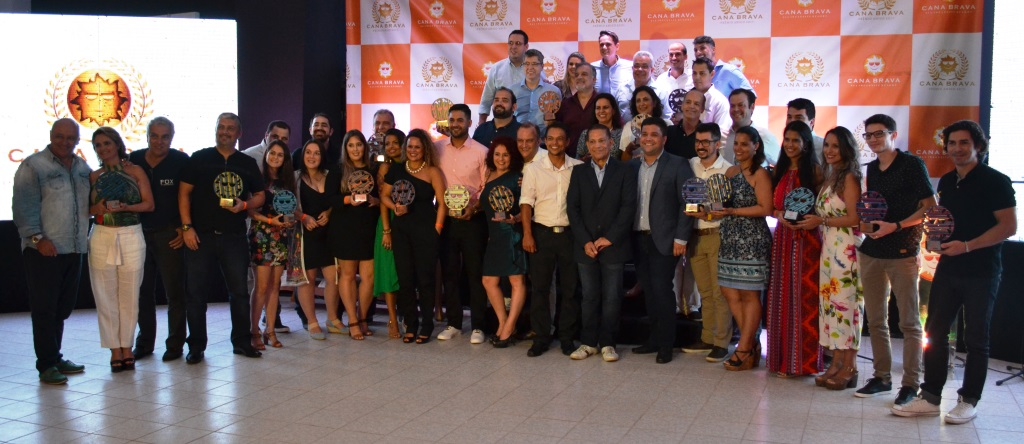 Os ganhadores do Prêmio Amigo, homenagem do Cana Brava Resort aos melhores parceiros comerciais do empreendimento (Foto: Divulgação)