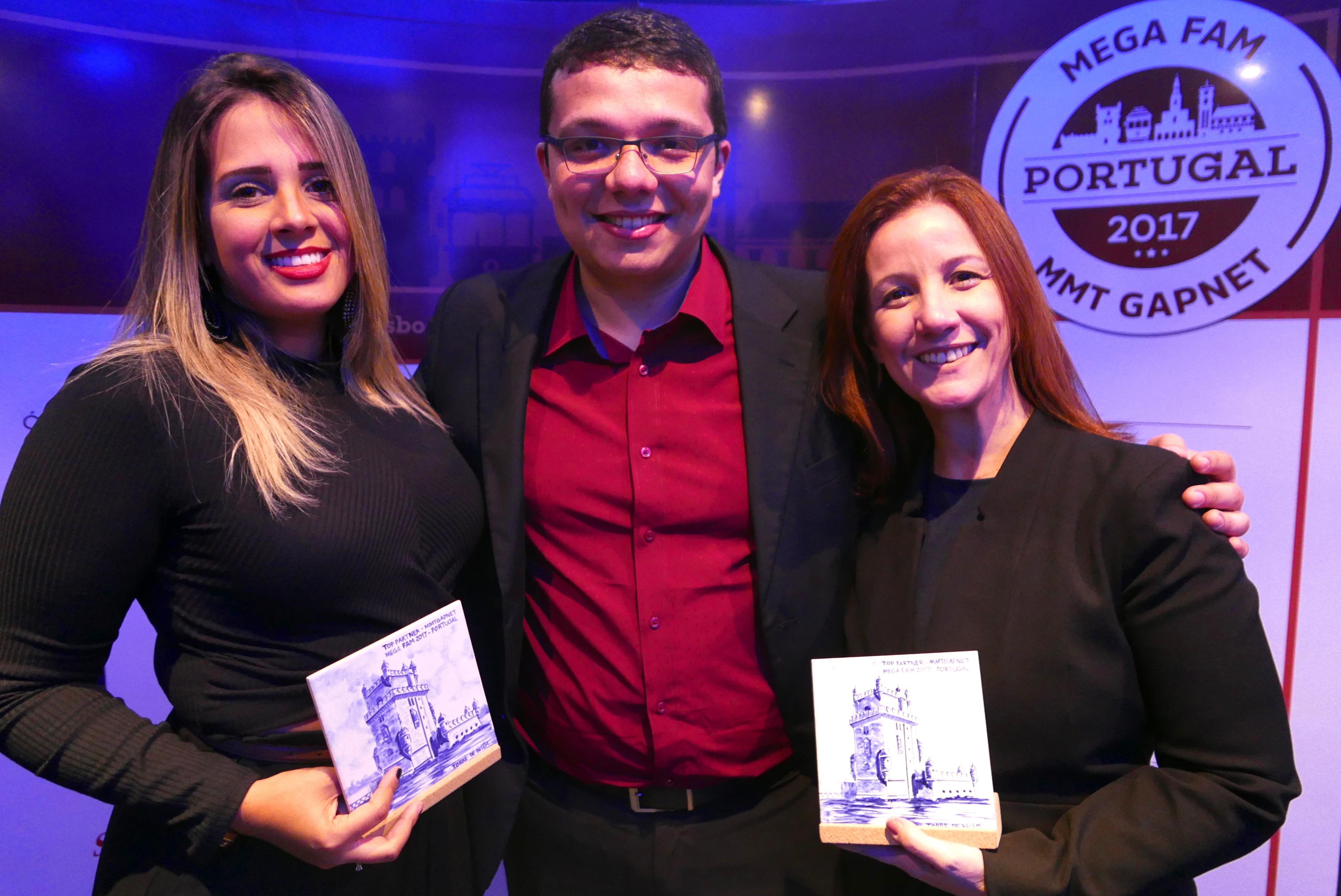"""Bruno Sá e as """"meninas do Rio"""", na premiação Megafam 2017 MMTGapnet 2017"""
