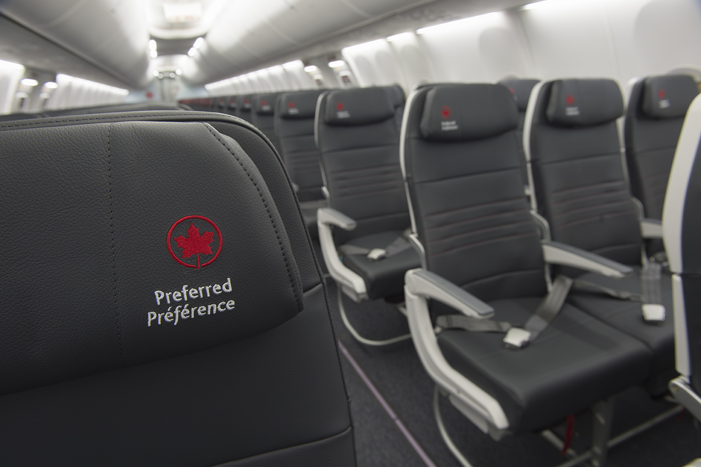 Detalhe do interior do novo Boeing 737 MAX da Air Canada