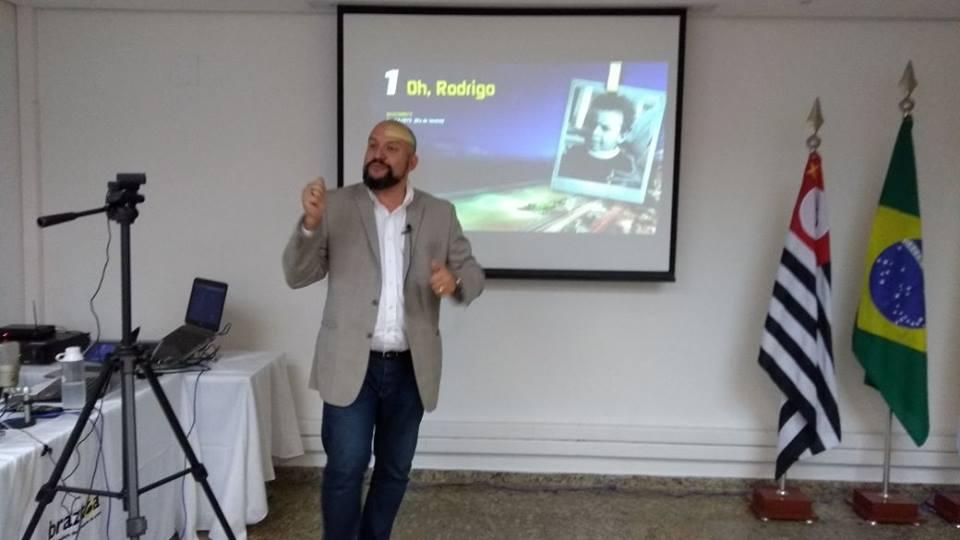 Rodrigo Geammal, especialista em ativações e marketing, faz apresentação no evento Braztoa