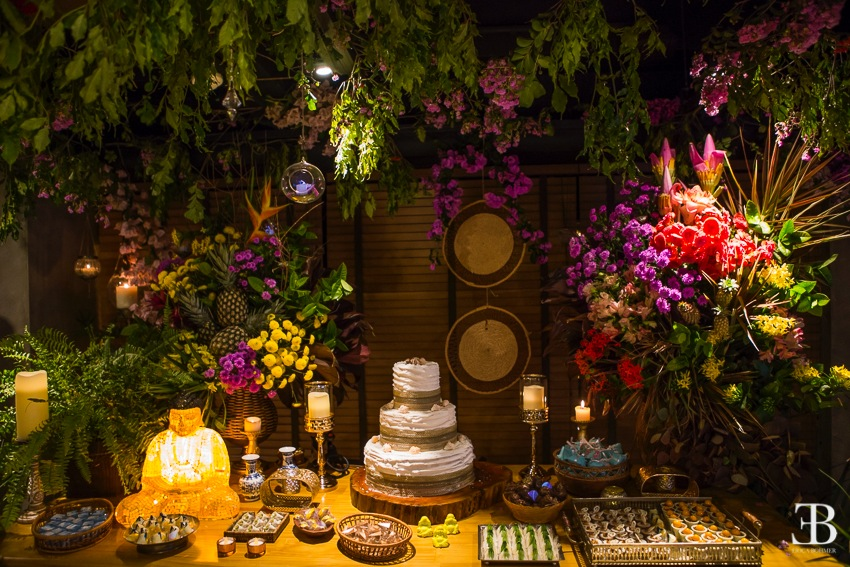 Evento aconteceu no restaurante Coco Bambu, em um espaço reservado, decorado tematicamente e com música ao vivo