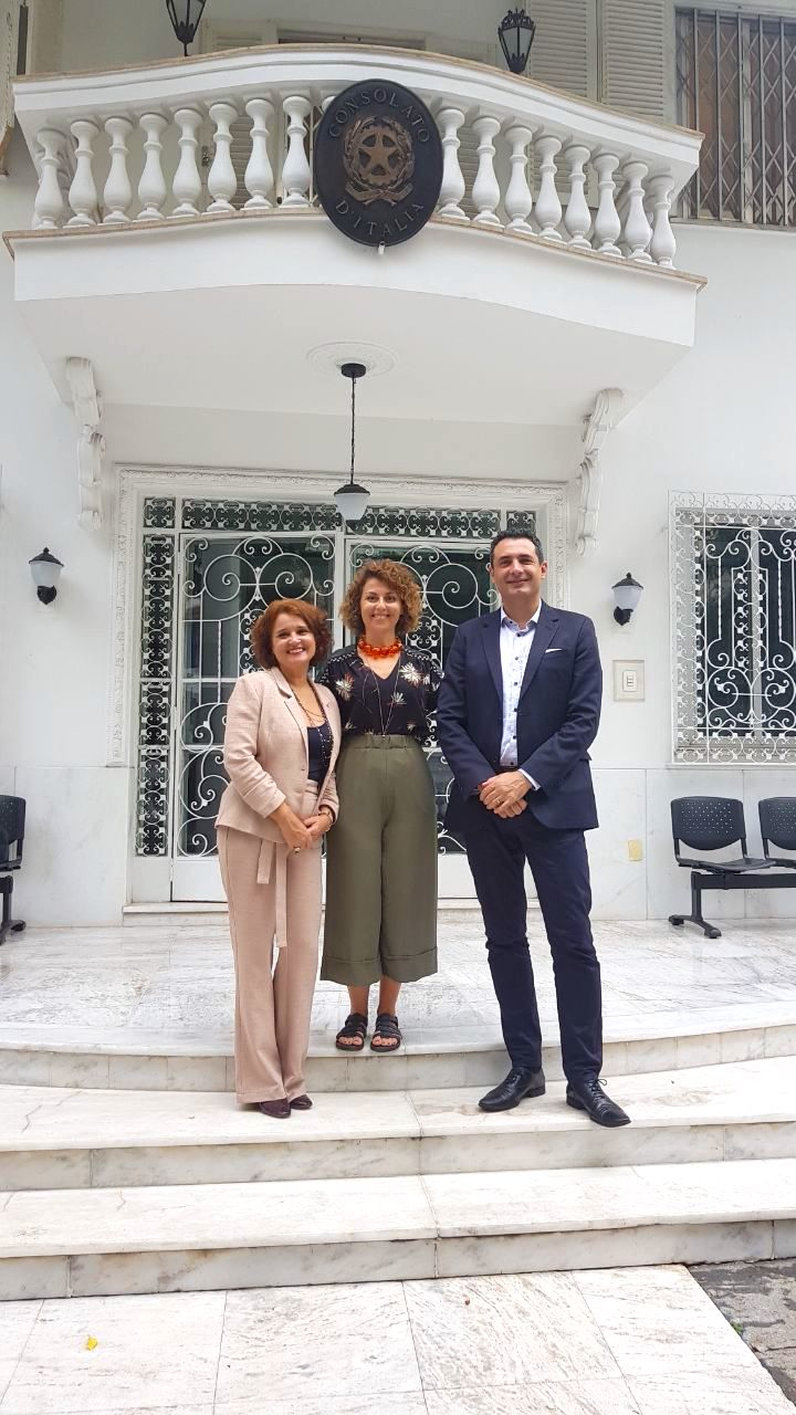 Aurora Russi, cônsul da Itália em Belo Horizonte, entre Rose Belli e Carlos Antunes