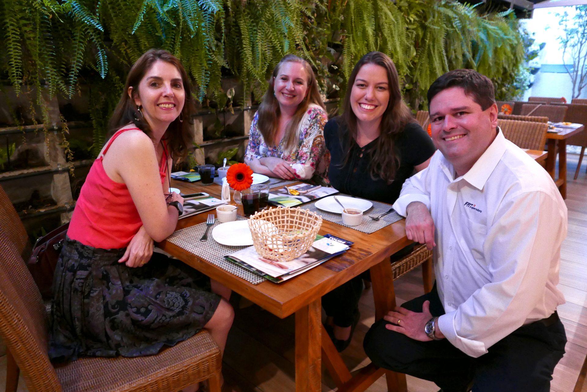 Valéria Linhares, da Gaiatur; Ana Luisa Nascimento, da Asas Turismo; Michelle Moraes, da Atos; e Rodrigo Oliveira, da FRT