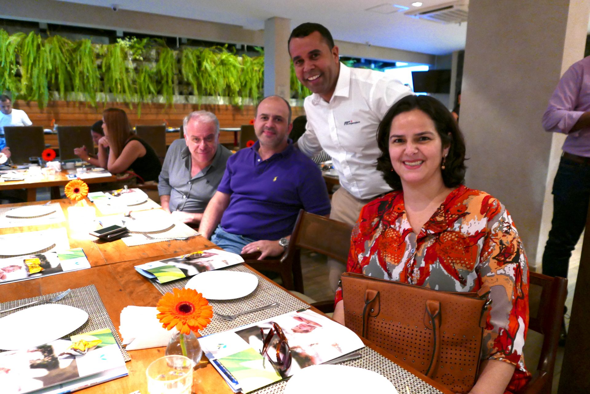 Raquel Barros, da Roteiros Tour; Joãozinho Cruz, da FRT; Fabrício Fidelis, da Traveltour, e César Neves, da Speed System