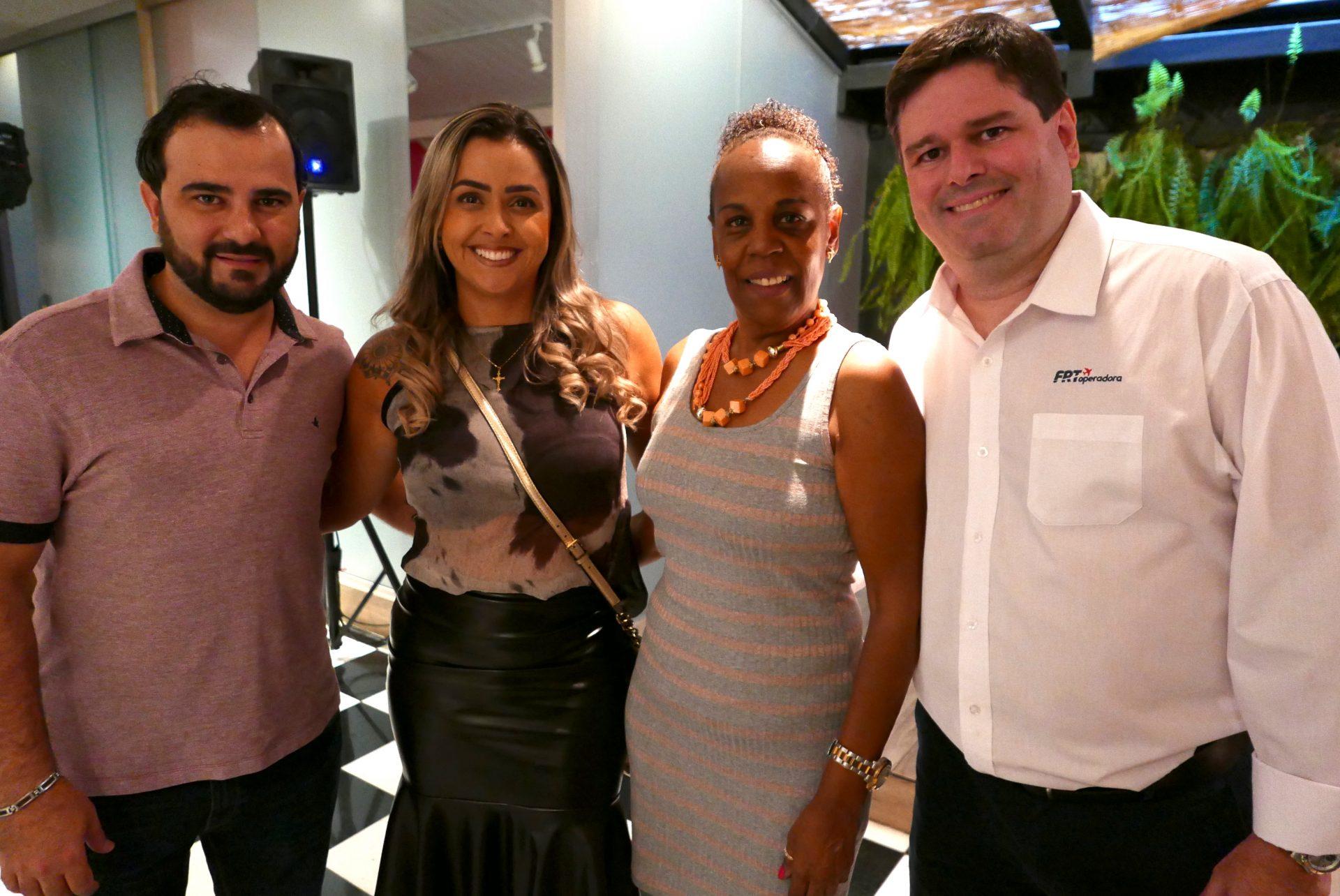 Tiago Pontone e Danielle Aguiar, da Haven Turismo; Agnes Barcelos, da Agnestur; e Rodrigo Oliveira, da FRT