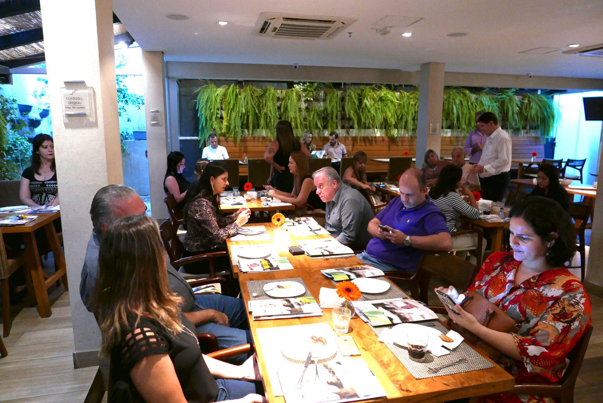 Agentes de viagem no hotel eSuites Toscanini, na chegada ao evento da FRT Operadora