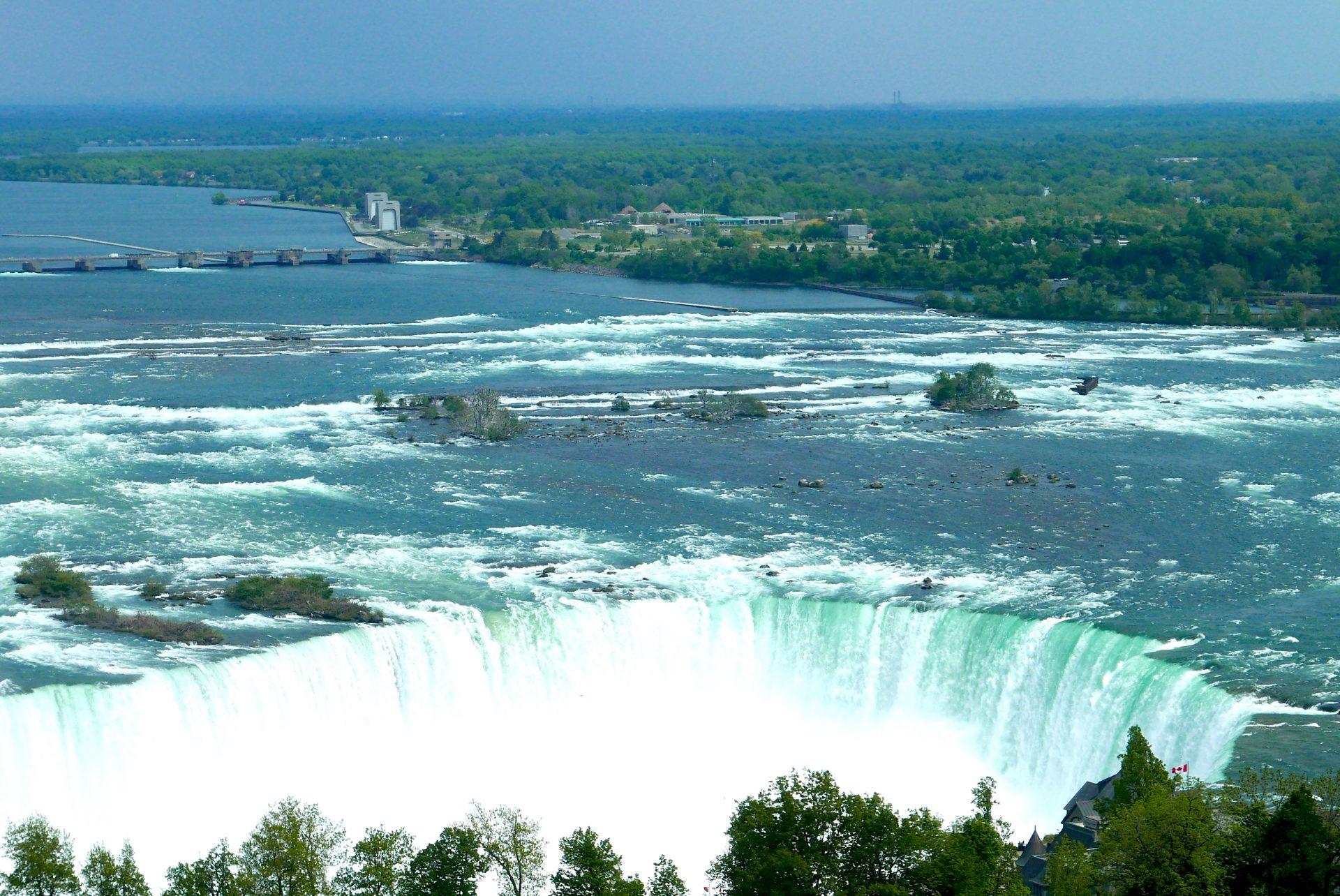 Hospedar-se em um hotel com vista para Niagara é a nossa sugestão