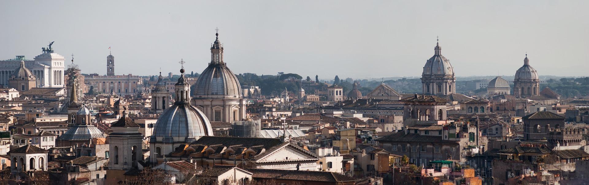 Vista da capital italiana com suas famosas cúpulas e arquitetura secular