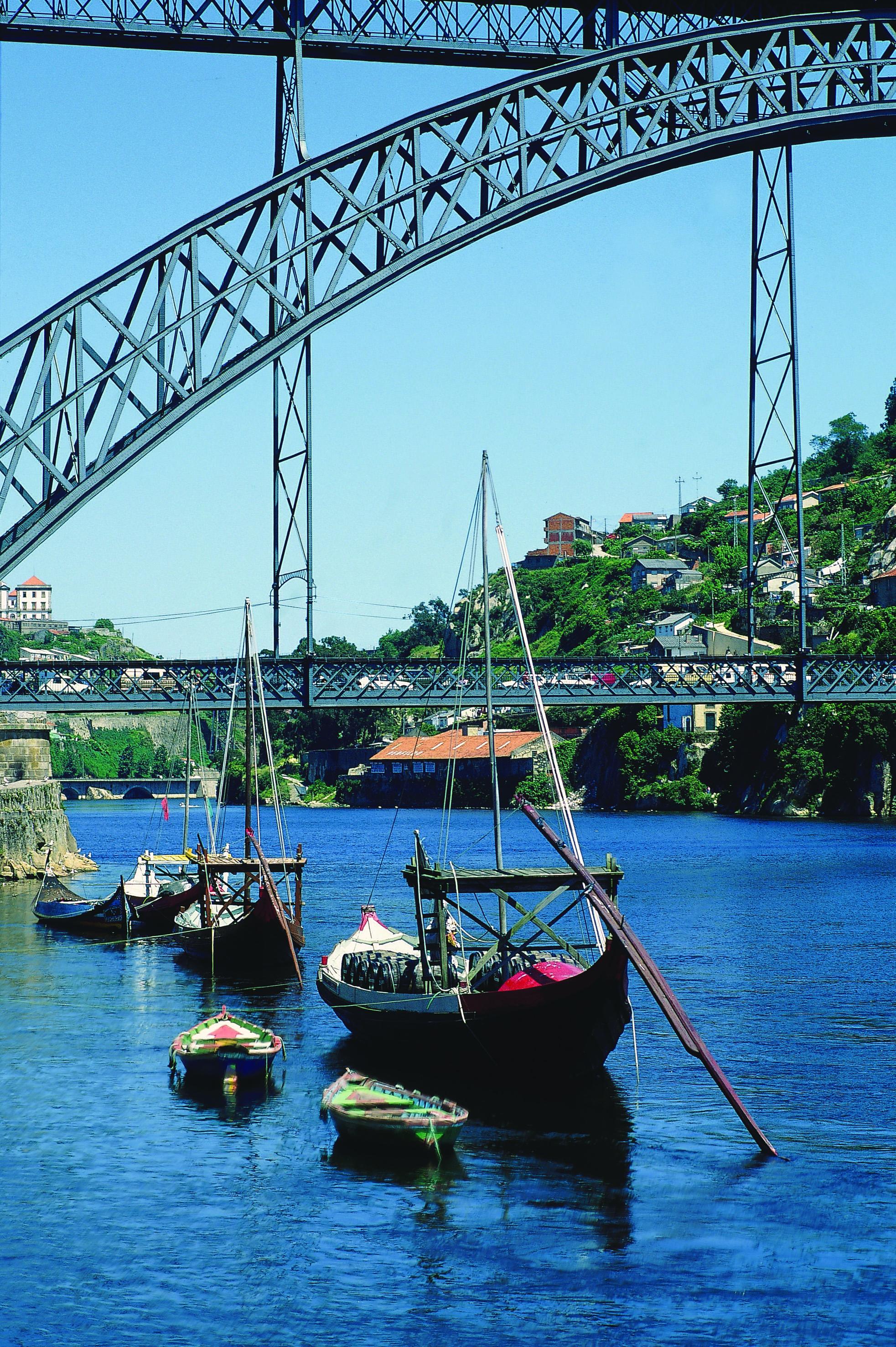 Ponte D. Luis é um dos cartões postais da cidade do Porto