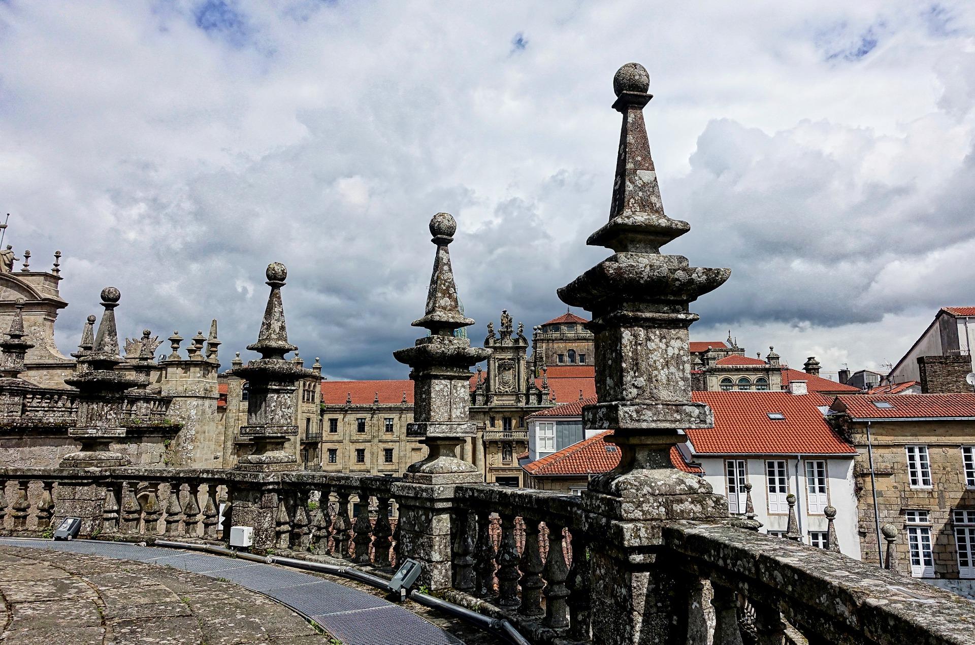O cenário de Santiago de Compostela oferece ao visitante uma experiência de história e fé combinadas