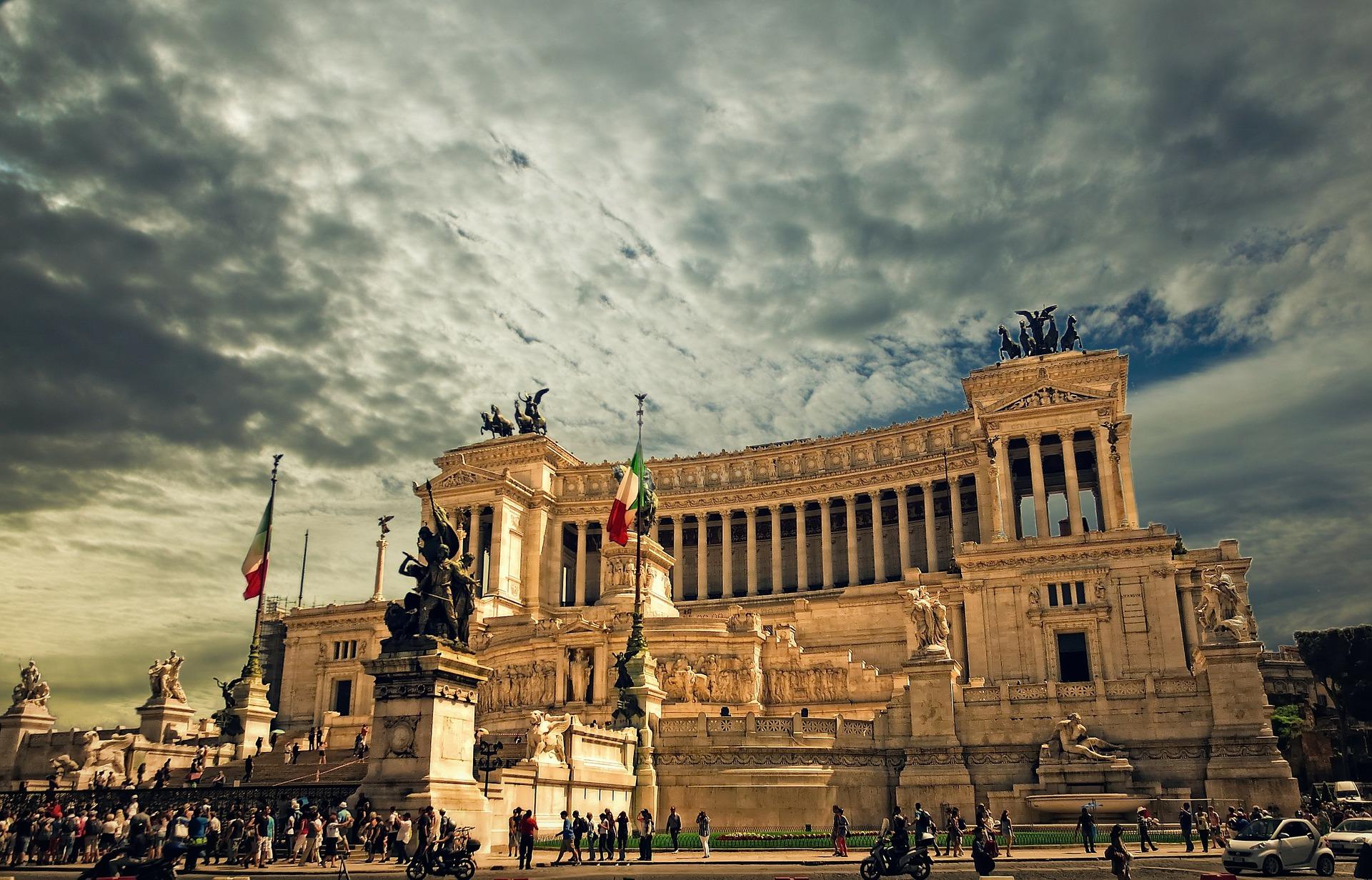 Monumentos + História + Beleza Arquitetônica = Roma