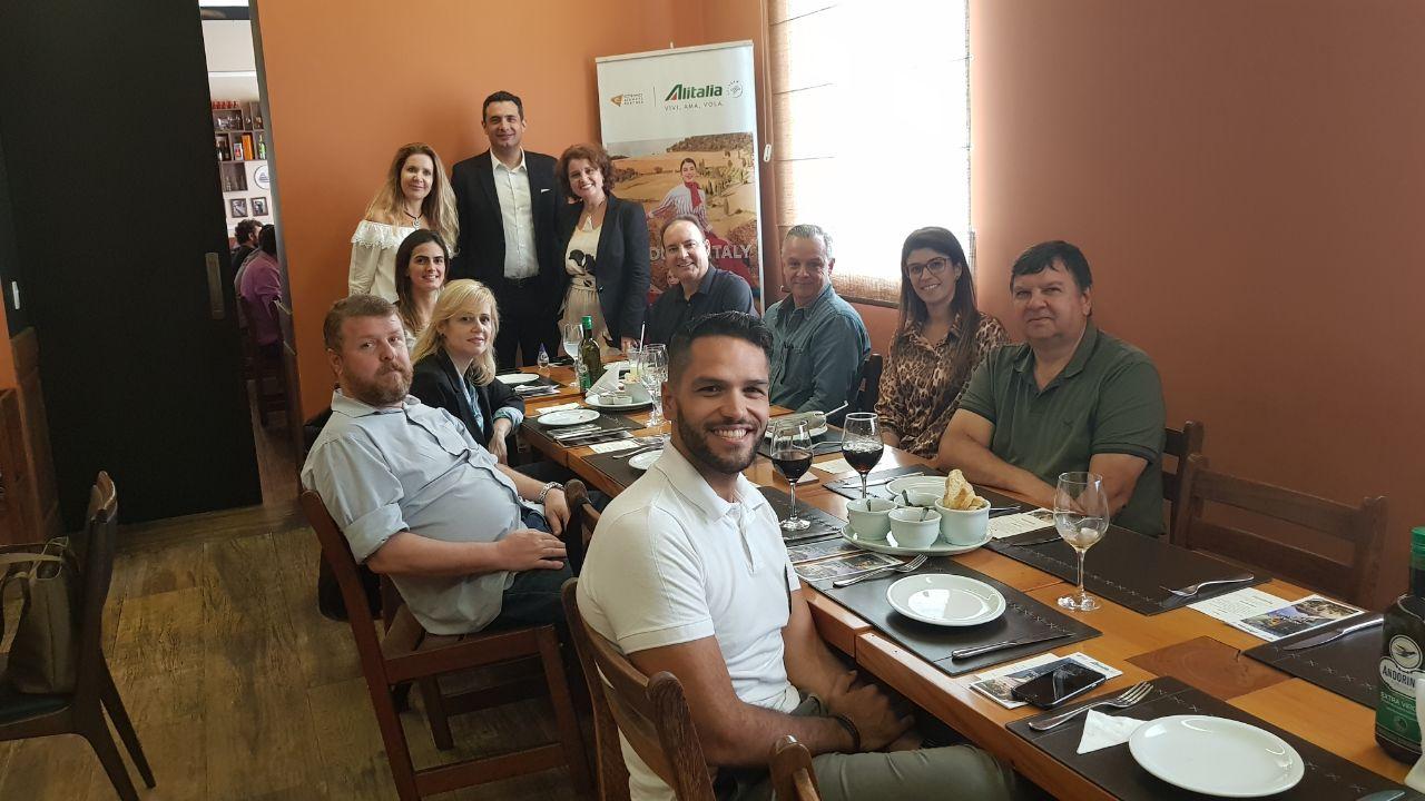 A convite da Esferatur, Carlos Antunes e Rose Belli almoçaram com alguns dos mais importantes agentes de viagem do estado