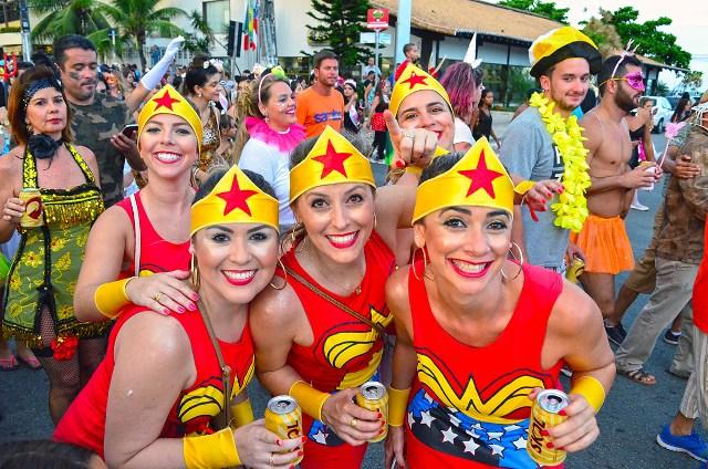 Os foliões no Carnaval de Porto Seguro