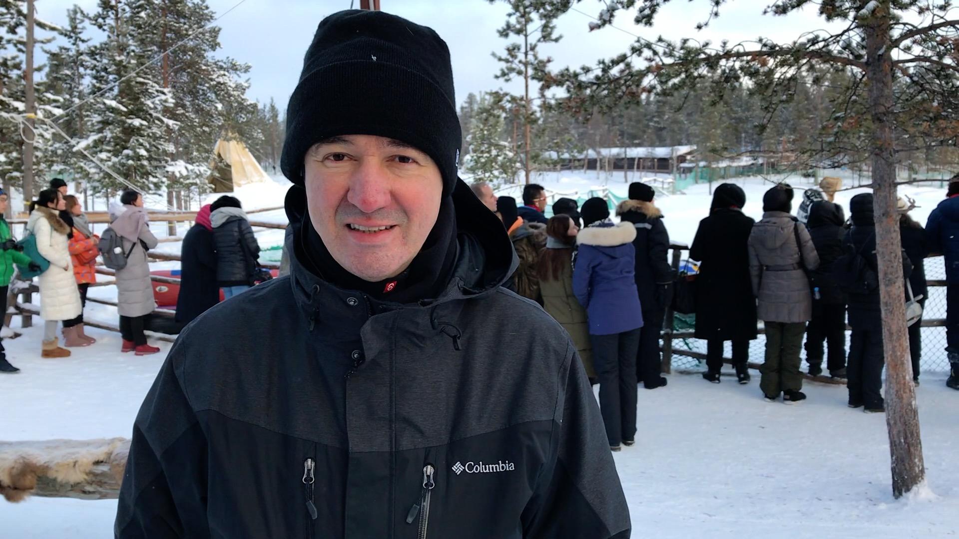 Eduardo Barbosa, diretor da Flot Operadora, na aldeia do povo Saami - os lapões da Rússia (Foto: Claudia Tonaco)