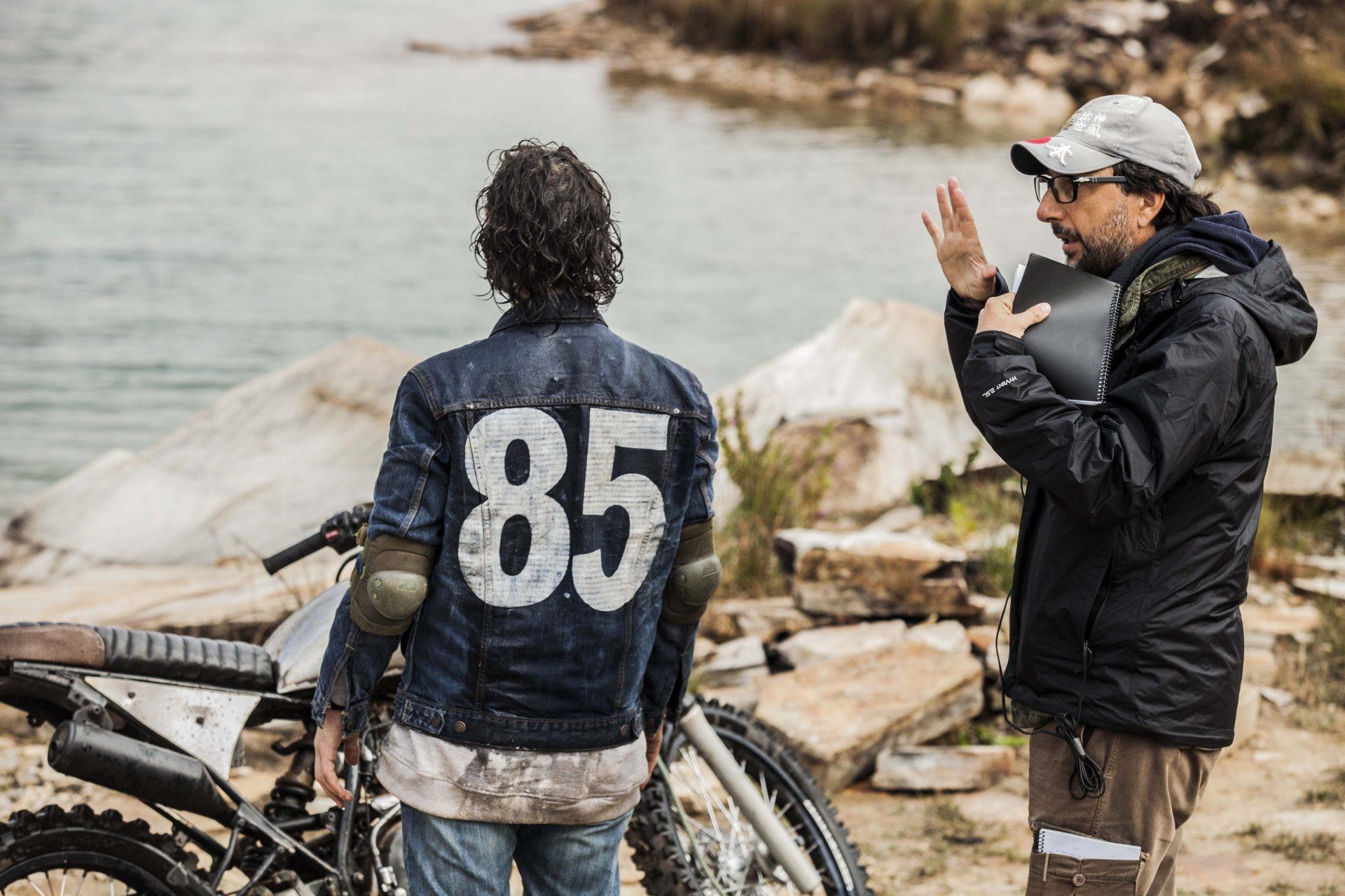 O diretor Vicente Amorim no set de filmagem