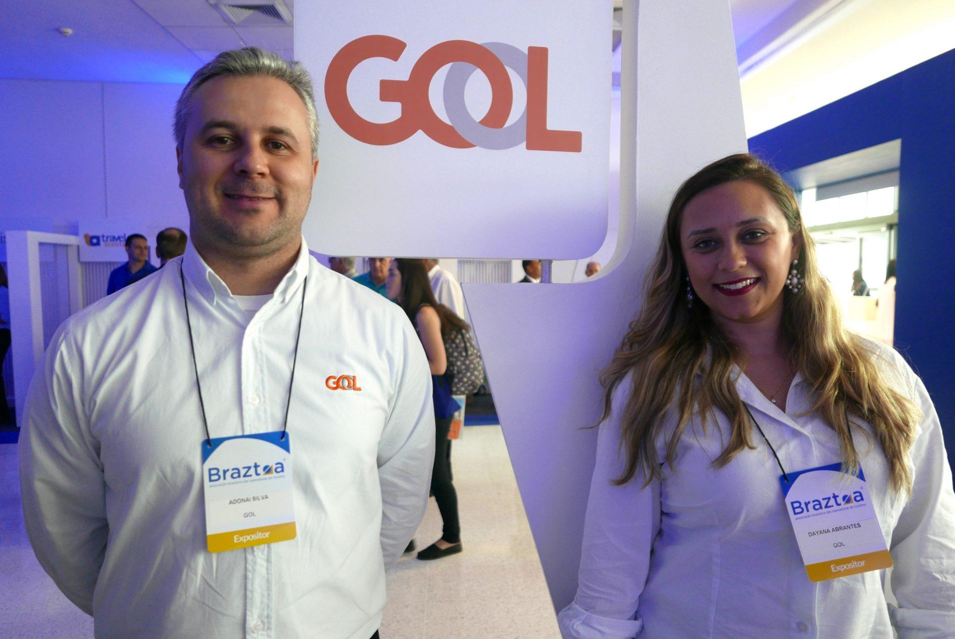 Adonai Silva e Daiana Abrantes, da GOL