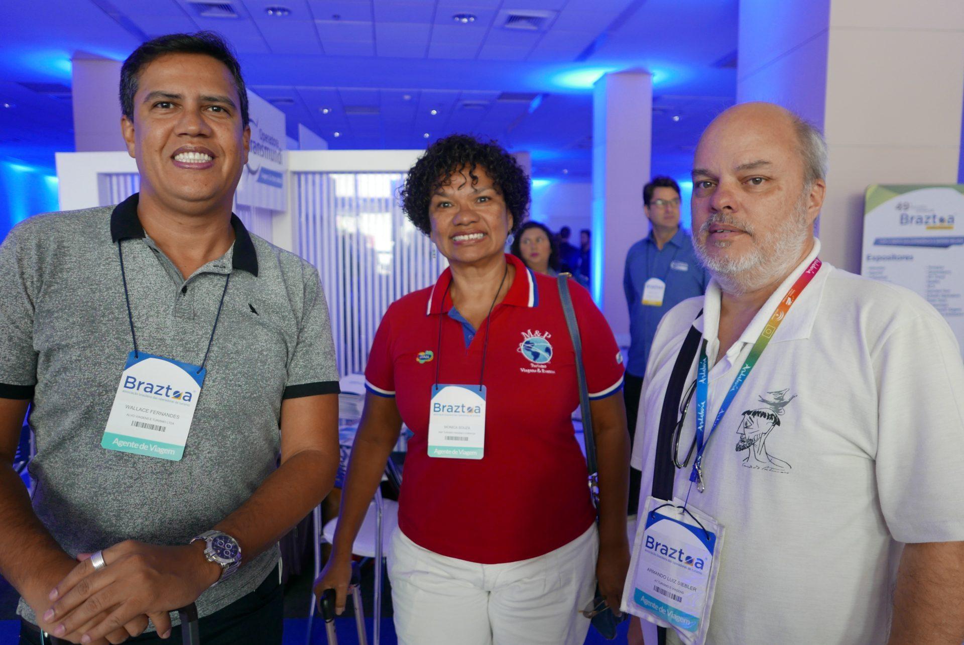 Wallace Fernandes, da Alvo Viagens; Monika Souza, da M&P Turismo; e Armando Siebler, da A1 Turismo