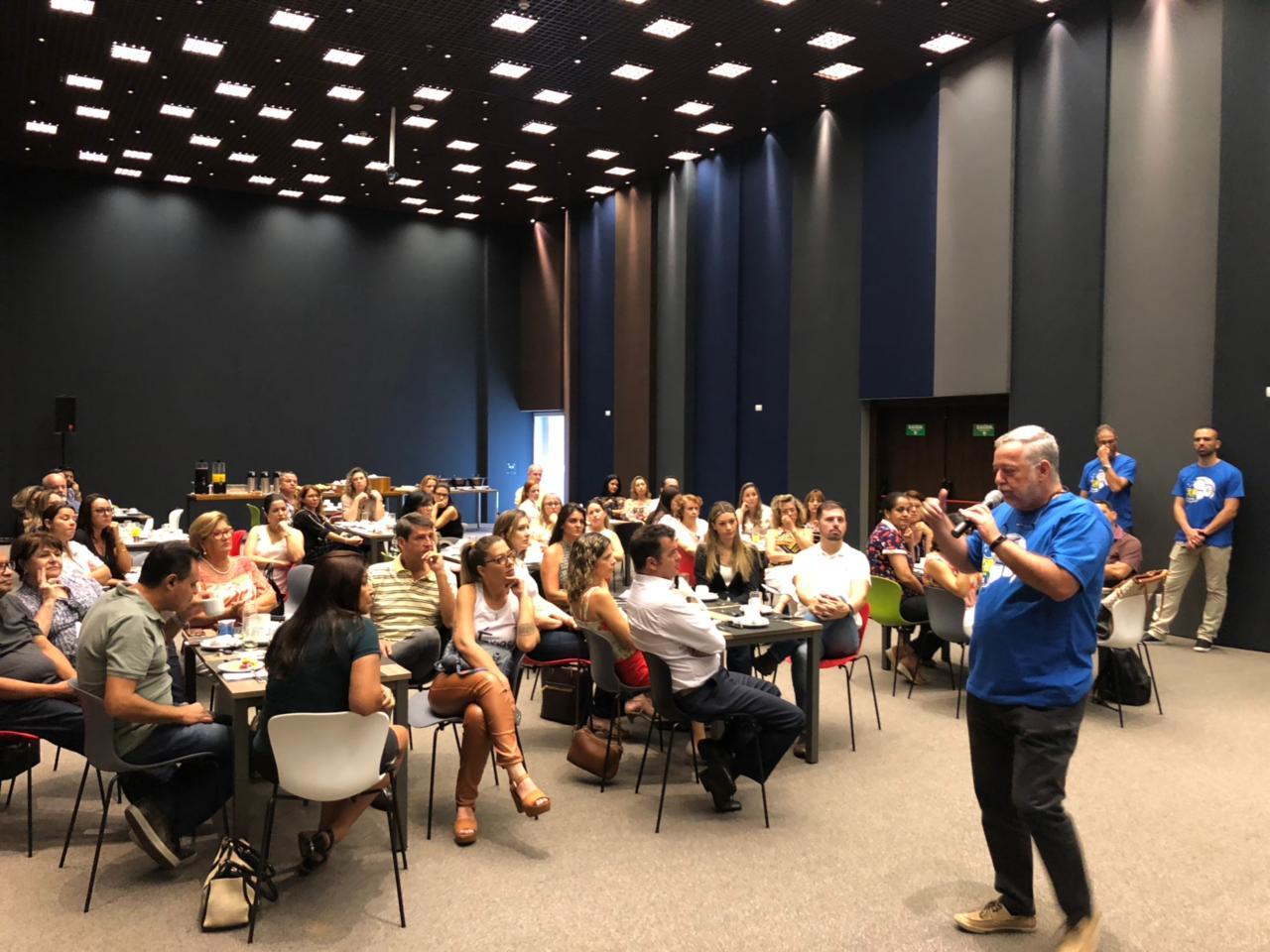 O presidente da Flytour Viagens MMT falou aos agentes de viagem de Ribeirão Preto