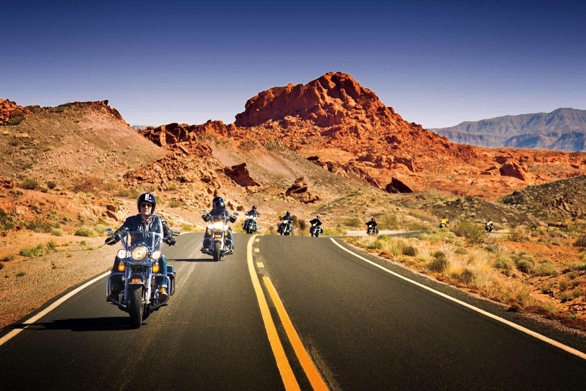 Subir em uma moto e experimentar a liberdade, a segurança e a infraestrutura de uma estrada norte-americana, no trecho Los Angeles a Las Vegas, é a proposta da Flytour Viagens MMT (Foto: Divulgação)