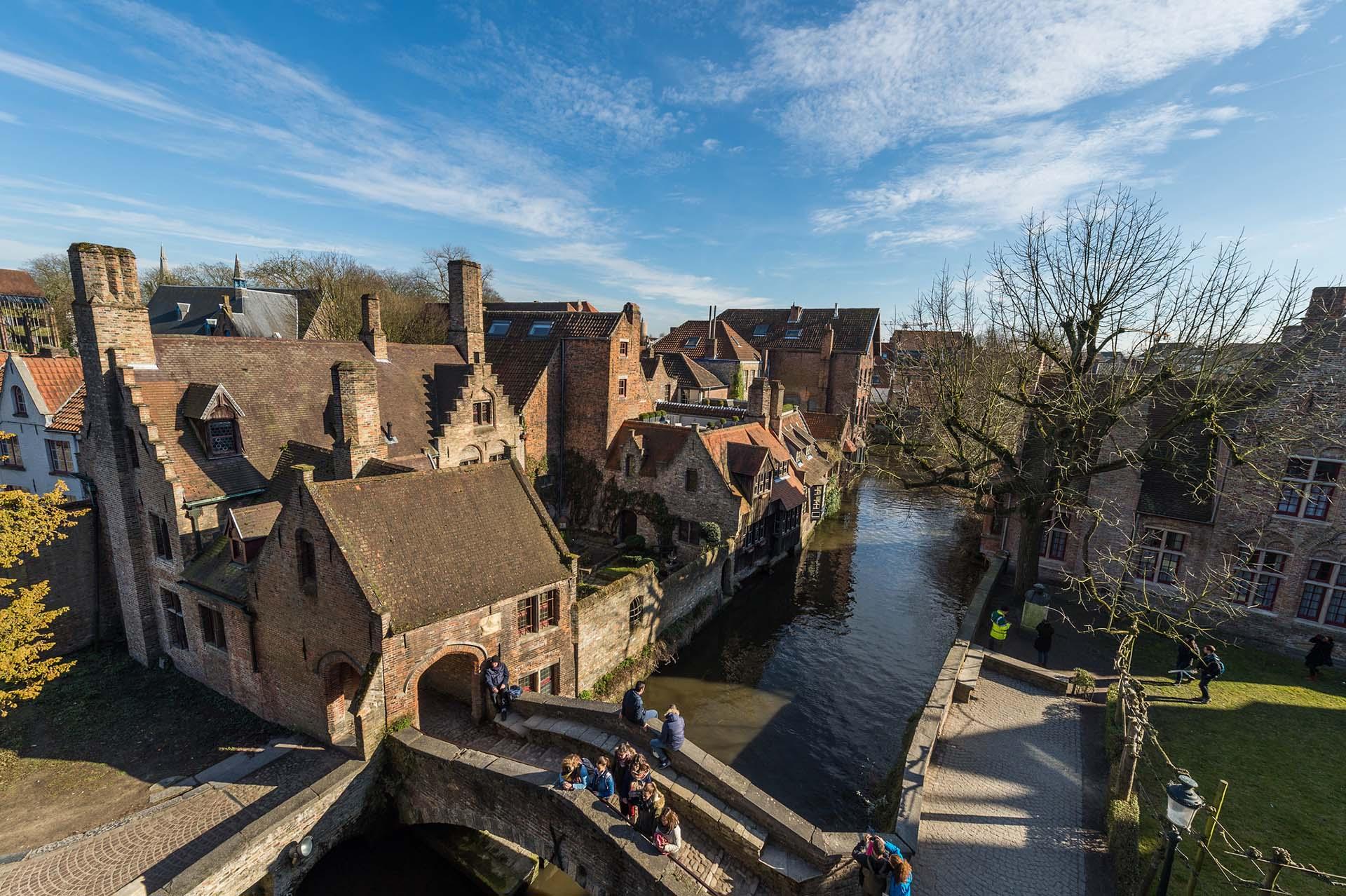 Cenário bucólico de Bruges, na Bélgica