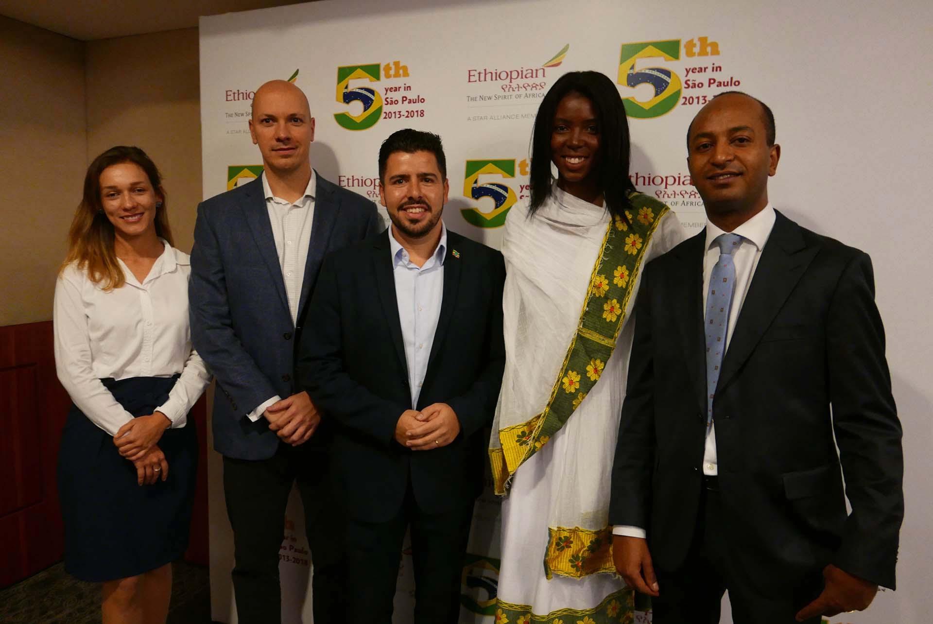 Luise Sanches e Marcelo Kaiser, da Aviareps, Raphael de Lucca, Marcelly Rosa e Girum Abebe, da Ethiopian