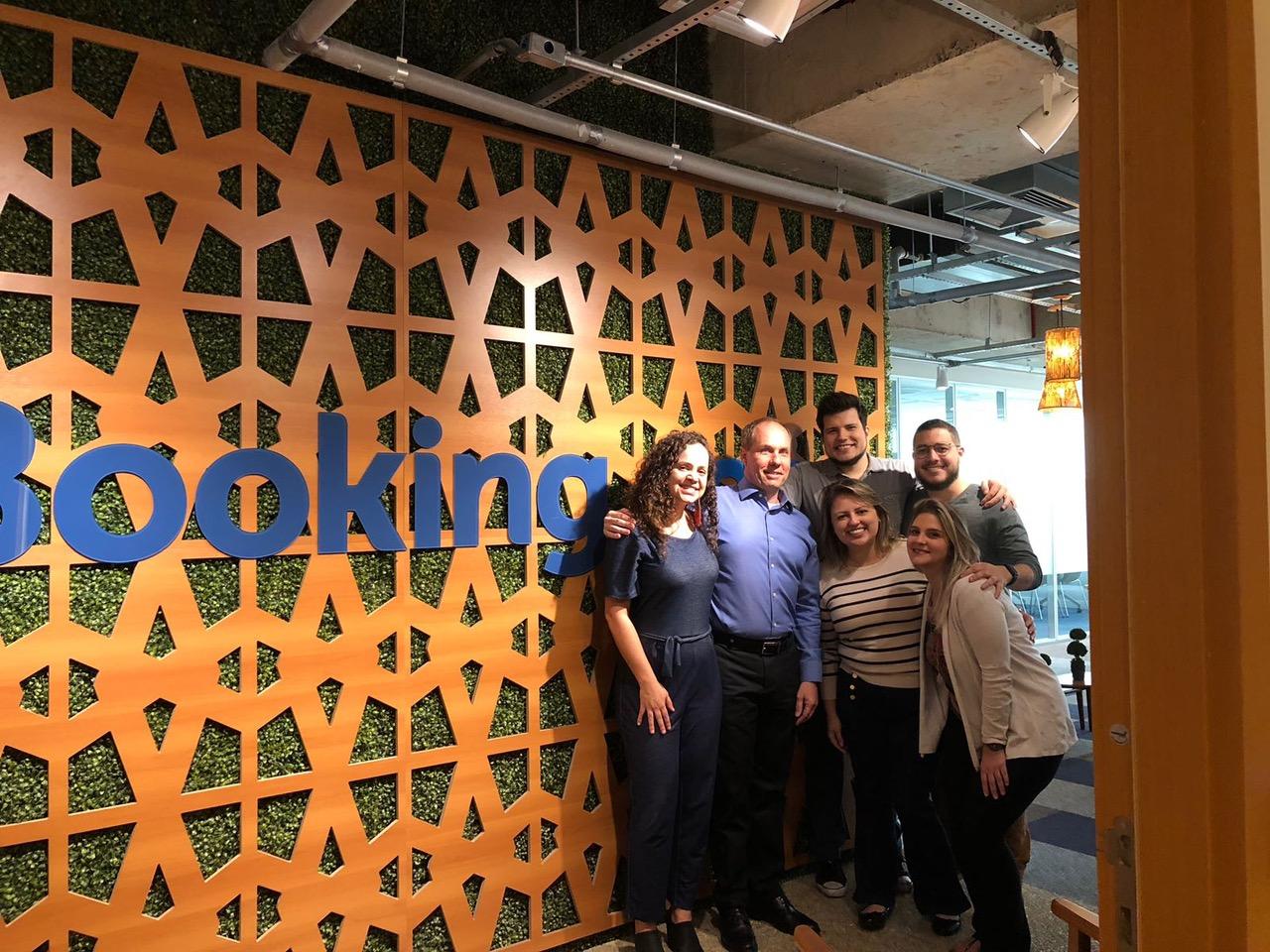 Foto (1) C/ equipe Booking.com escritório de Belo Horizonte Equipe do Felipe Marques - Gerente escritório Booking.com em Belo Horizonte