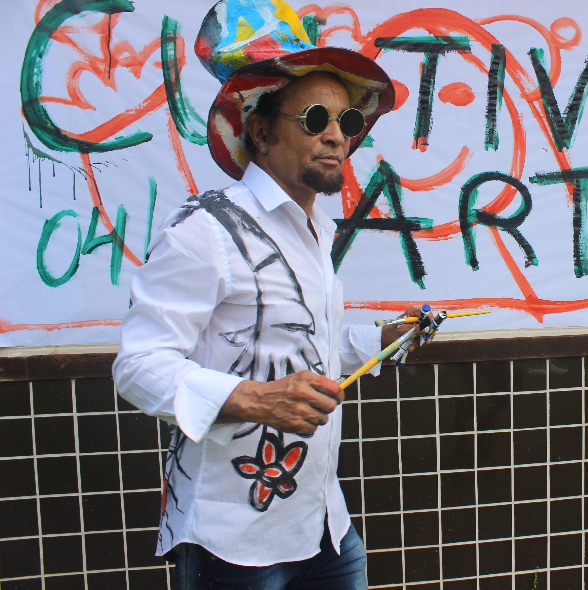 Menelaw vai ministrar oficina de arte para a criançada no Tivoli Ecoresort Praia do Forte