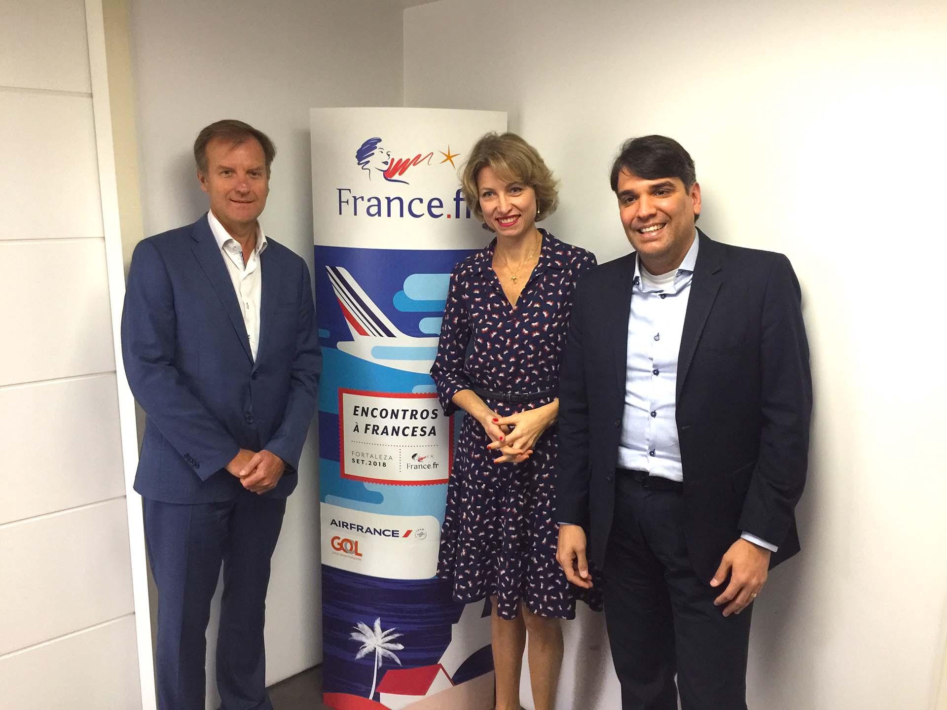 Jean-Marc Poucho, da Air France; Caroline Putnoki, da Atout France, e Marcos Almeida, da GOL, no lançamento do Encontros à Francesa