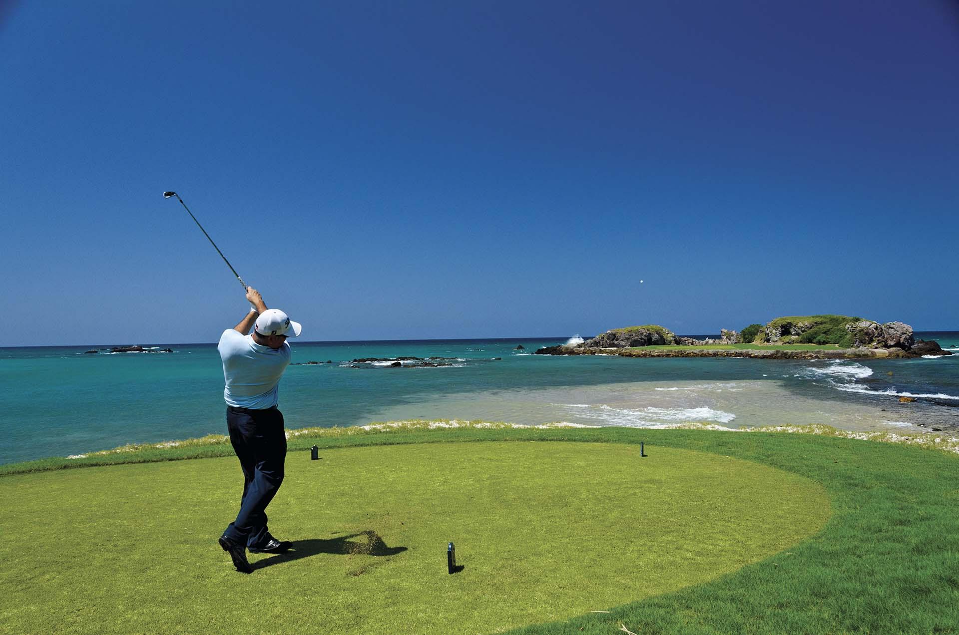 Golfe é uma das várias atividades de Riviera Nayarit