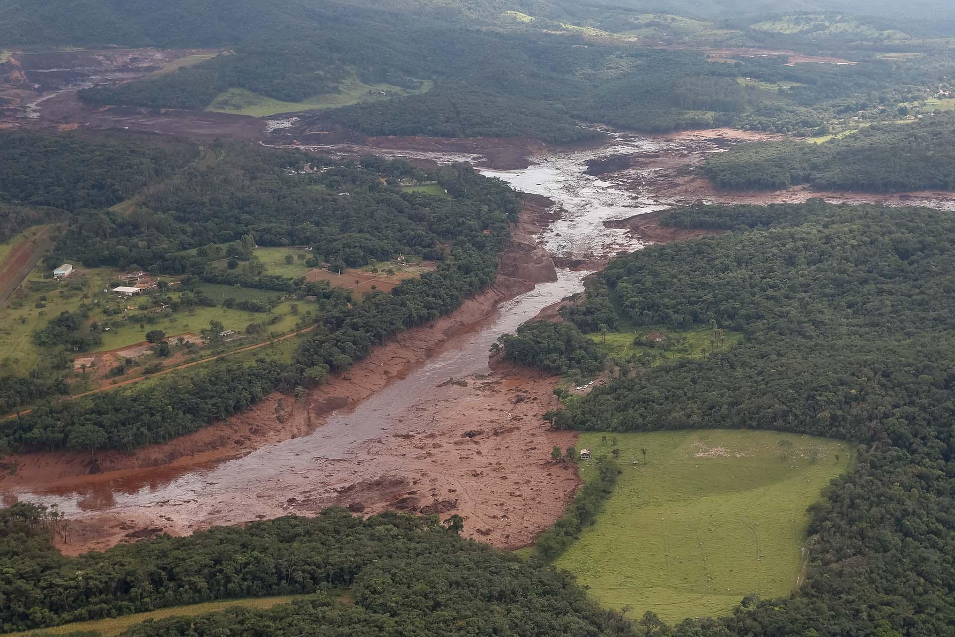 O Presidente da República, Jair Bolsonaro, durante sobrevoo da região atingida pelo rompimento da barragem Mina Córrego do Feijão, em Brumadinho/MG. Foto: Isac Nóbrega/PR