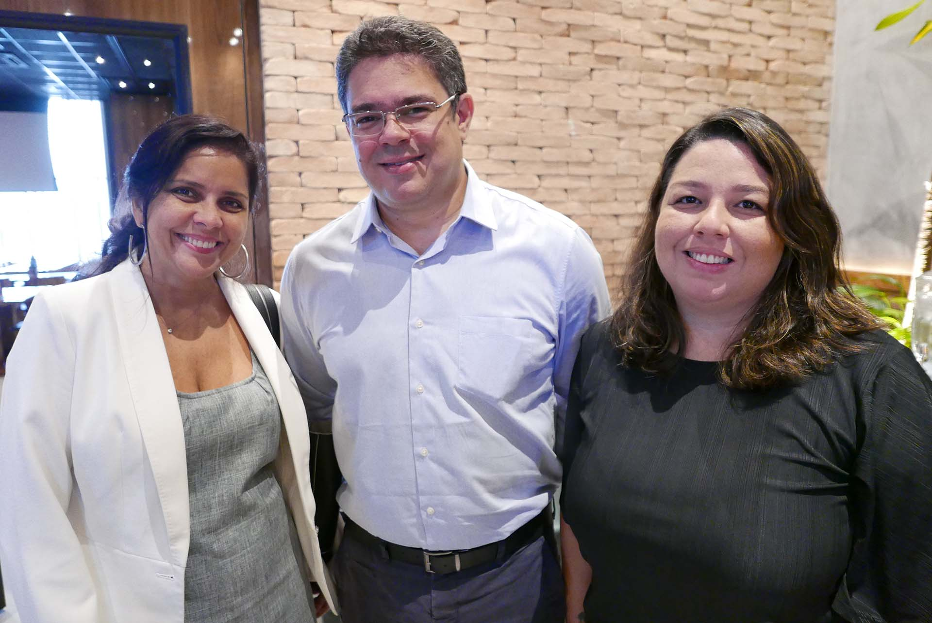 Luciana Oliveira e Rodrigo Lins, do Nannai Resort & SPa; e Jéssica Carvalho, da rede hoteleira Maceió Mar