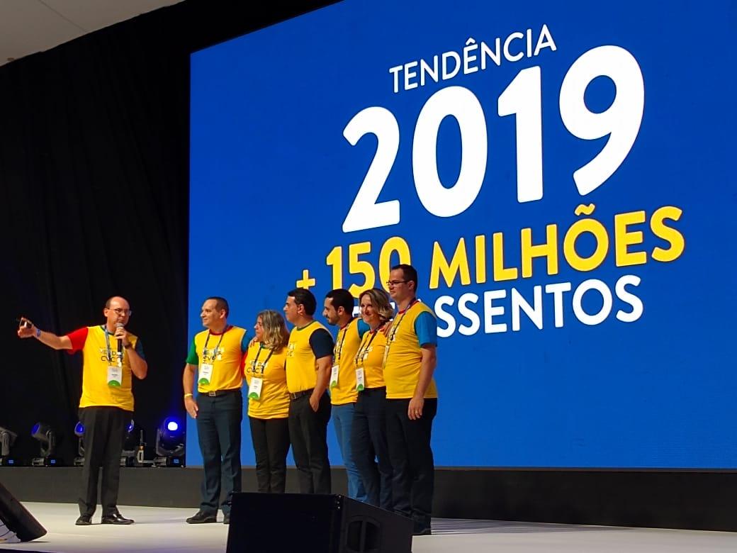 Fábio Mader, diretor de Produtos Aéreos e o time de aéreo com os diretores Luiz Viveiros e Lucimar Reis + os gerentes Vicente Brasil, Sueli Ruotolo e Fábio Belém