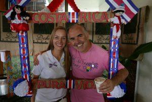 Julia Bartels, do receptivo que acompanha o grupo, e Rogério Linguanotti