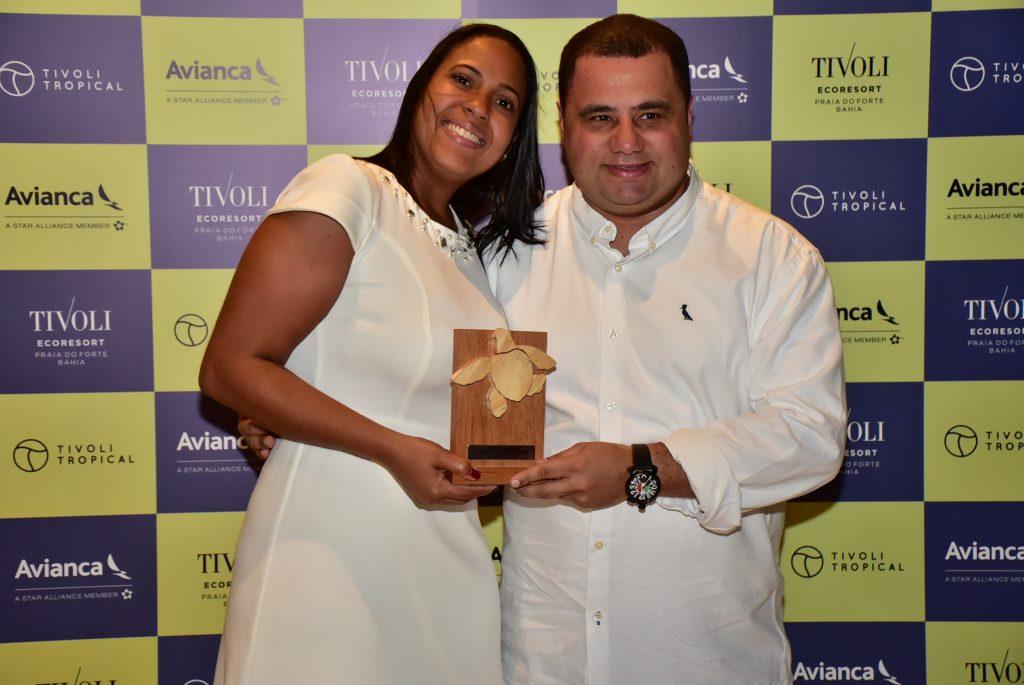 Marilena Amorim, assistente de eventos, e Daniel Firmino, da Flytour Viagens