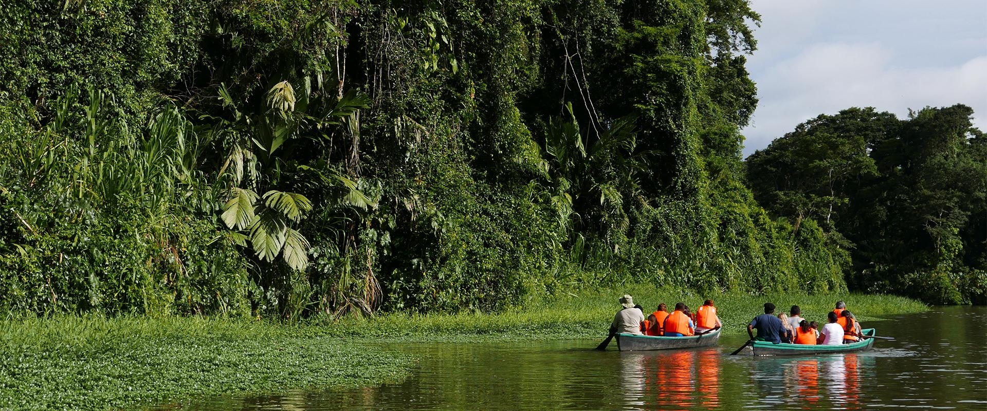 Turistas no Parque Nacional Tortuguero, Costa Rica (Fotos: Claudia Tonaco)