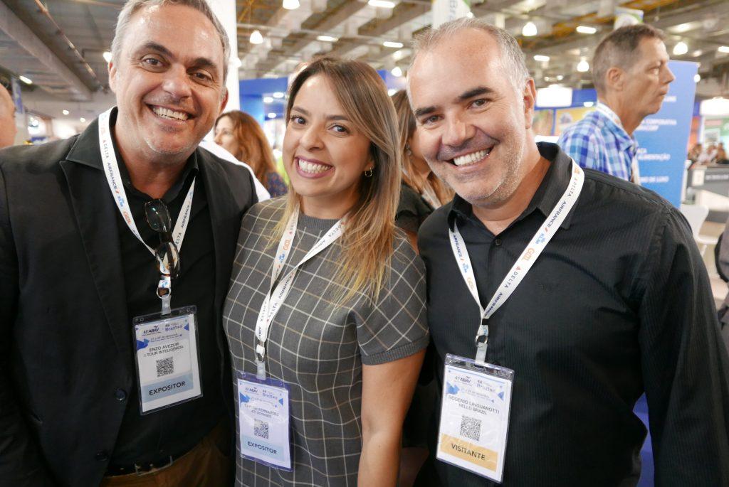 Enzo Avezum, da ITour; Taylise Fernandes e Rogério Linguanotti, da Hello Brazil