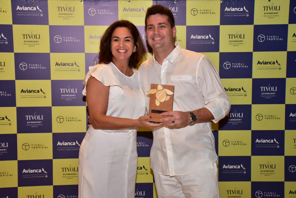 Daniel Dias, da Viagens Master, com Camila Azevedo