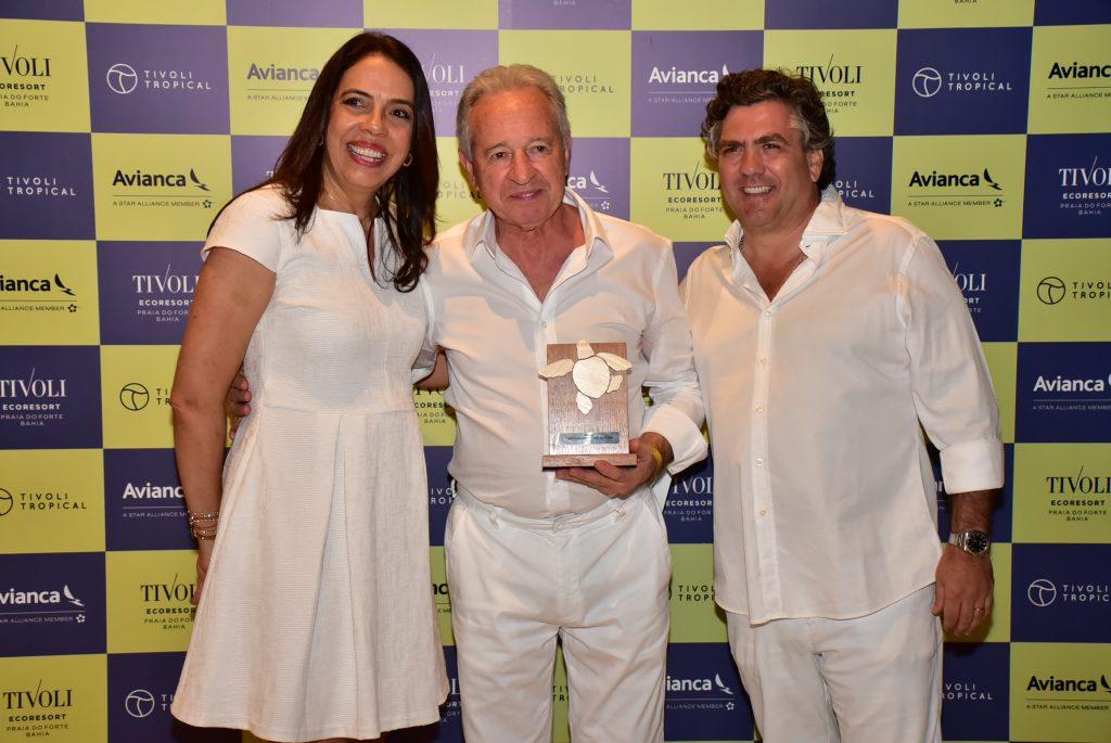 Maria Helena, João Eça e muito carinho na entrega do Golden Friends ao presidente da Visual Turismo, Afonso Louro