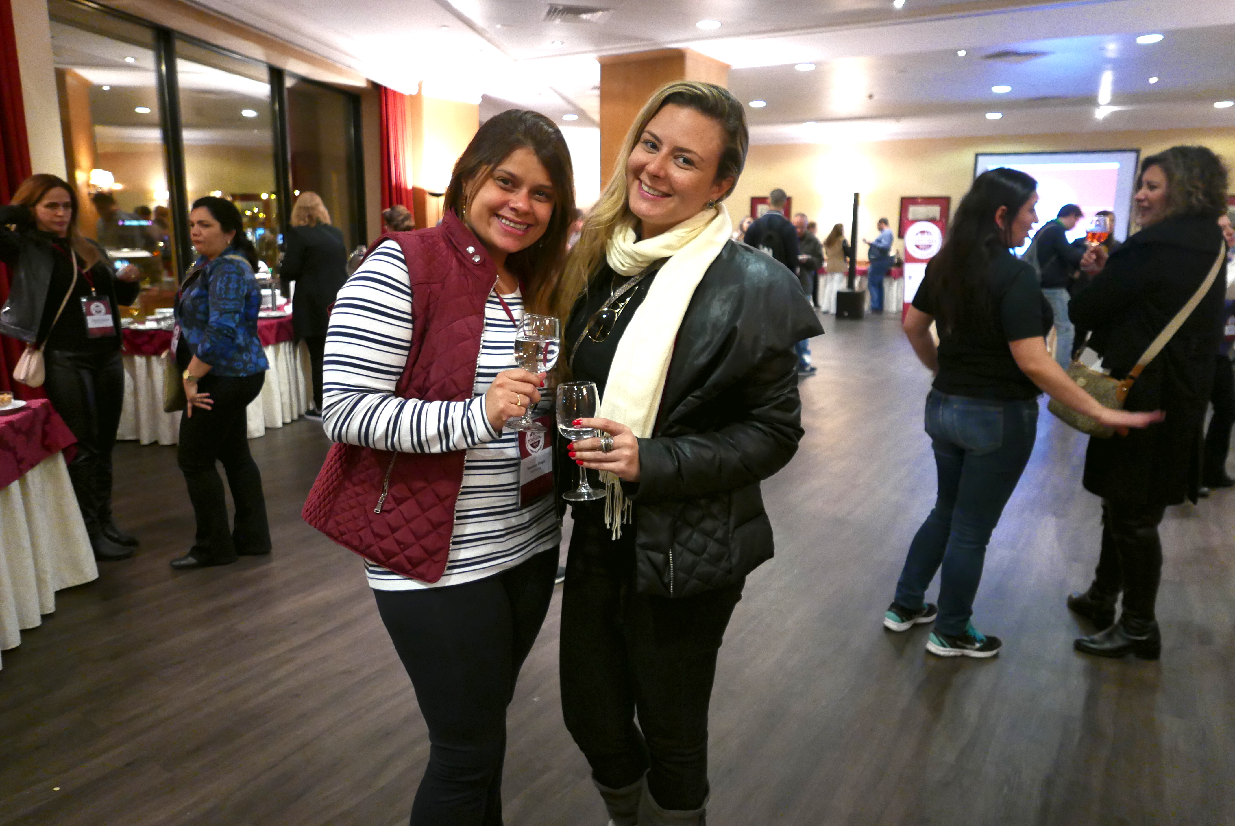 Tamuana Gurgel, da MMTGapnet, e Carol Tolentino, parceira top da operadora