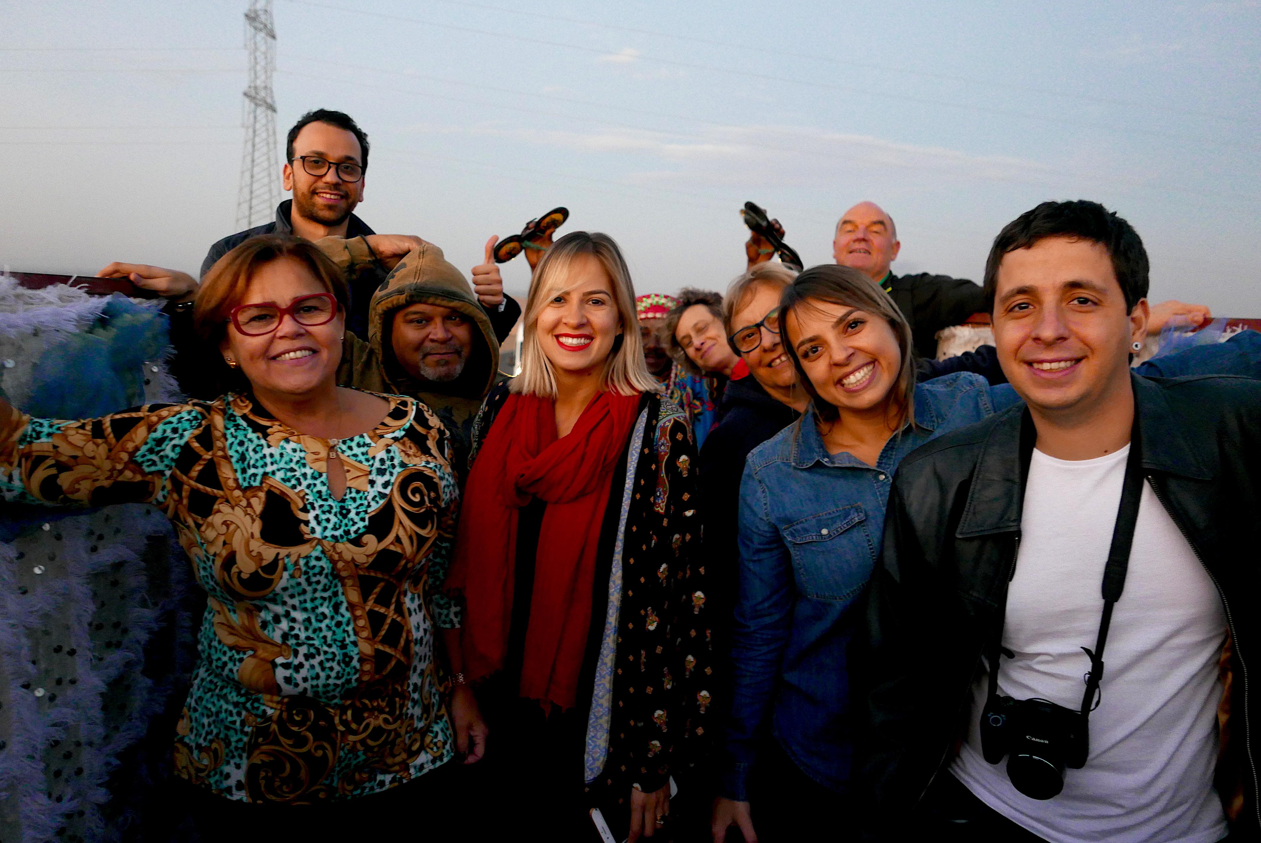 """A bordo de um """"espaço de eventos sobre 4 rodas"""" os participantes do famtour Hello Brazil + KTI Voyages seguem rumo ao Deserto de Agafay, no Marrocos"""