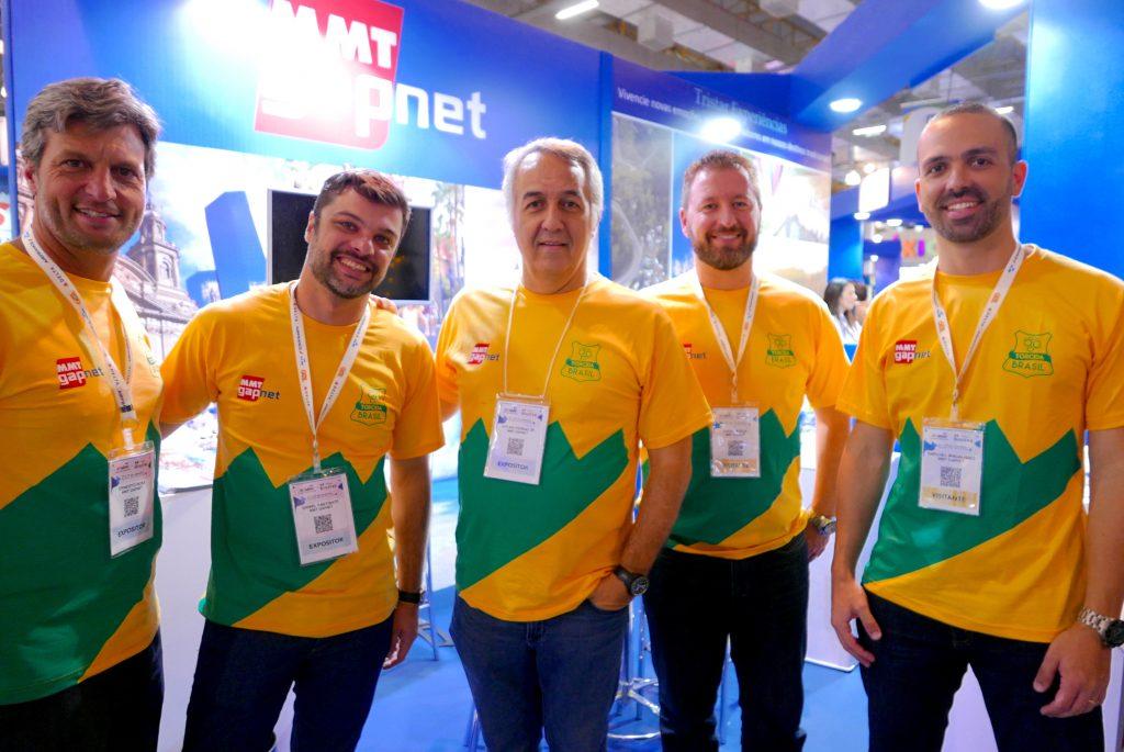 Sylvio Ferraz, CEO da MMTGapnet (3º à dir.), com a sua equipe = Ernesto Rosa + Daniel Fantinate + Fábio Murça + Raphael Magalhães