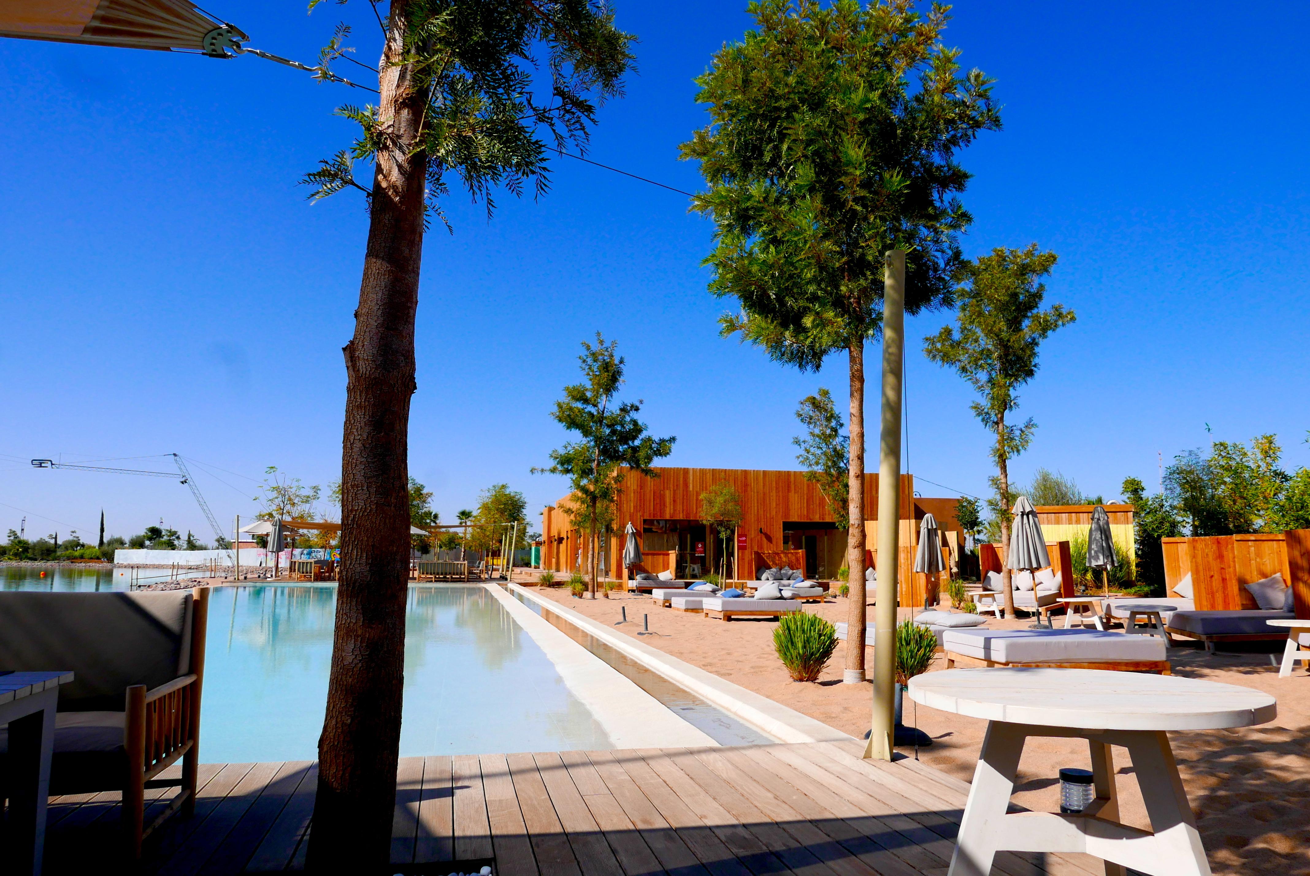 Detalhe do clube, com praia artificial, do Marrakech Ourika