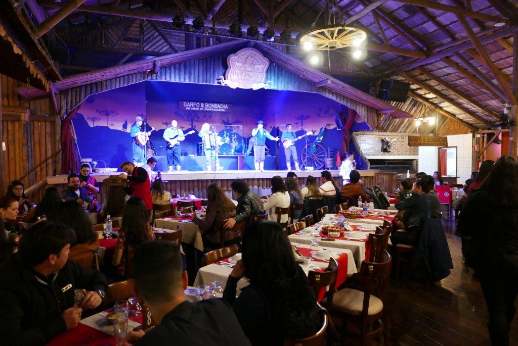 Restaurante Garfo e Bombacha = show + culinária típica da cultura gaúcha (Claudia Tonaco)