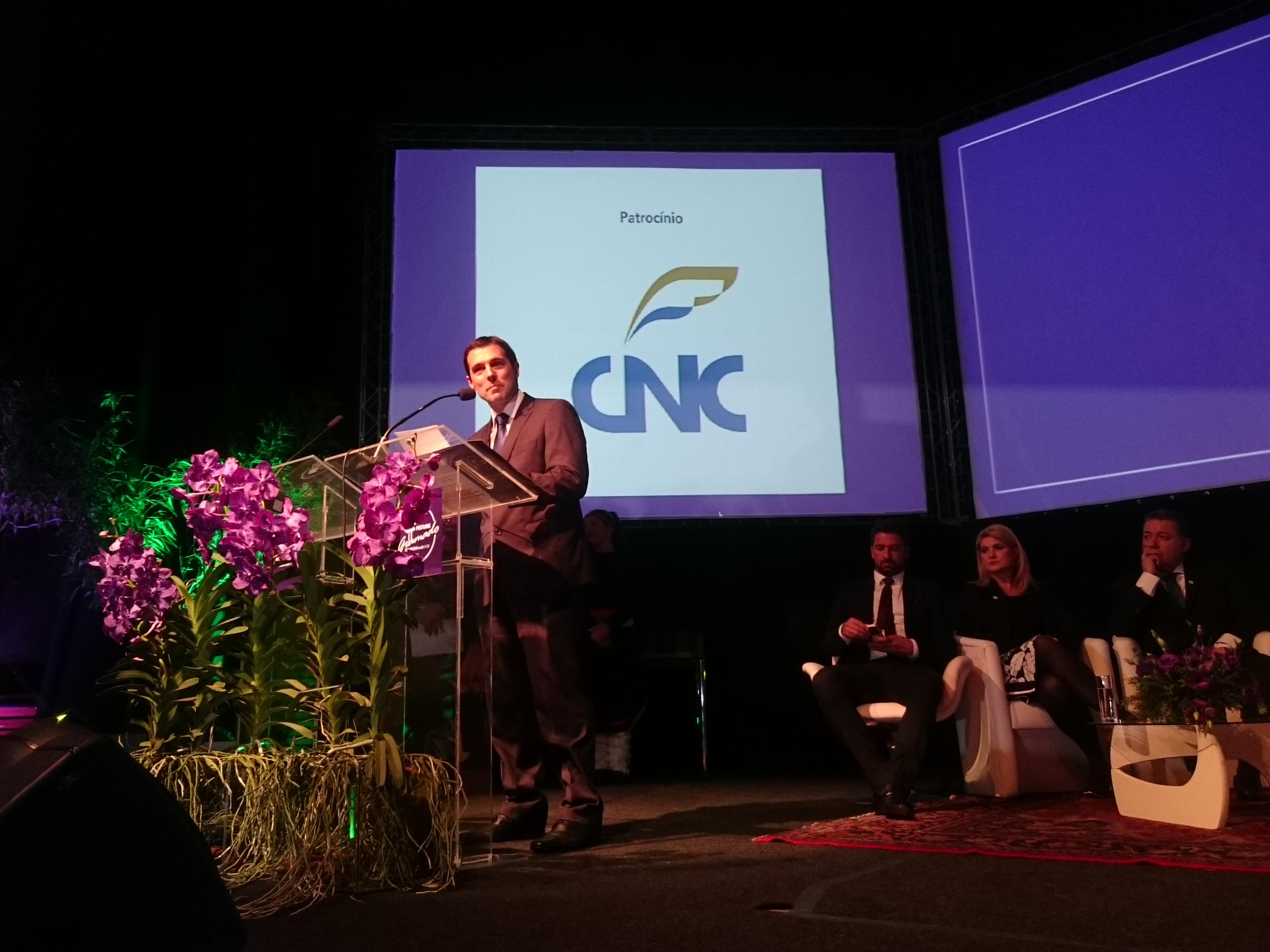 Eduardo Zorzanello discursa na abertura oficial da feira