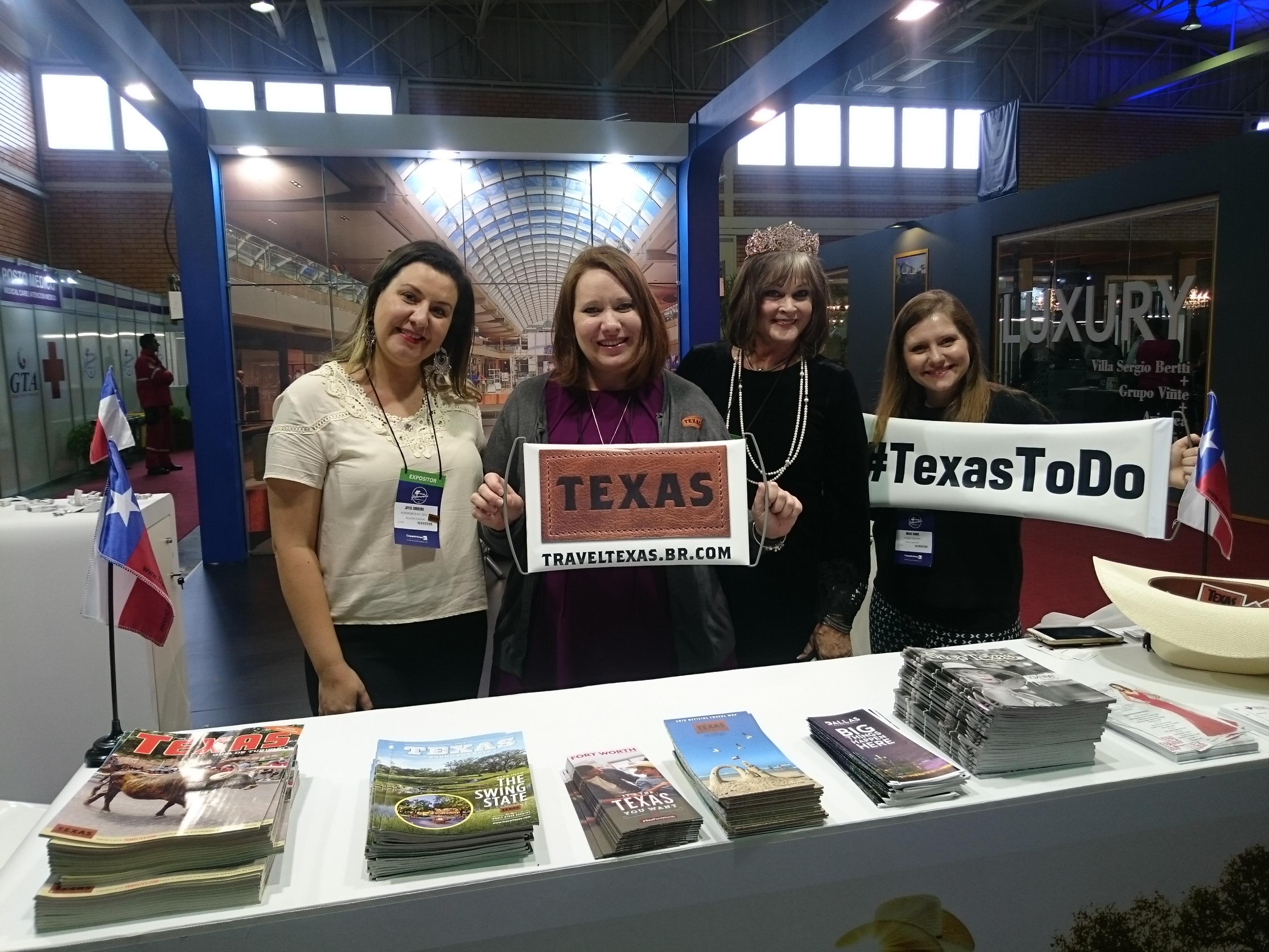 Joyce Cordeiro, Morgan Taylor, Carolyn Petty e Nicole Nanci, do Texas